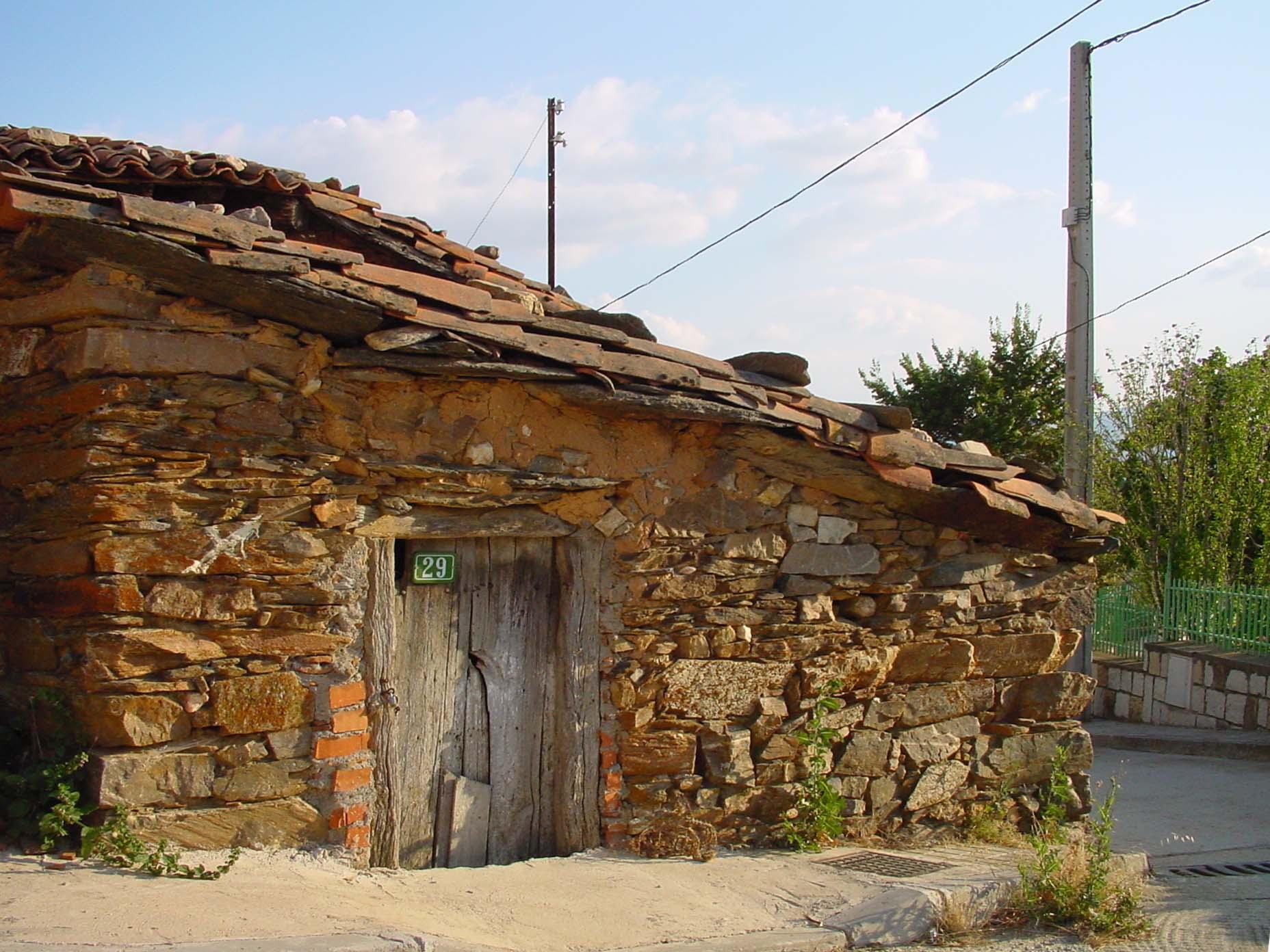Casa de piedra imagui - Casa de piedra porcuna ...