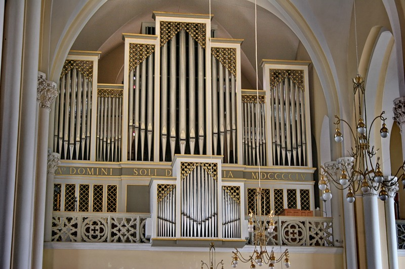 http://upload.wikimedia.org/wikipedia/commons/d/dc/Catholic_Cathedral_Moscow_Organ.jpg