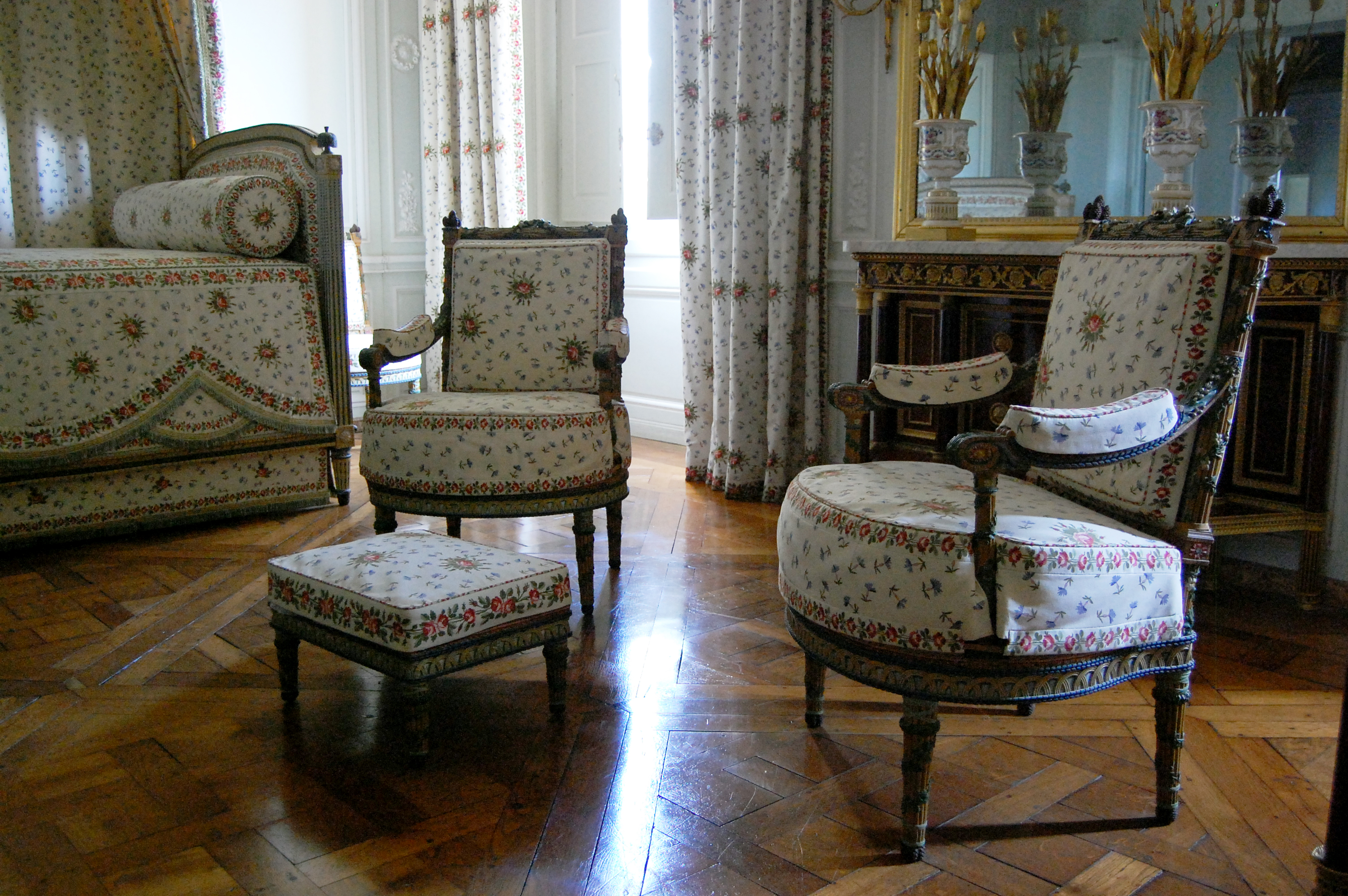 File chambre de marie antoinette petit for Chambre louis xvi versailles