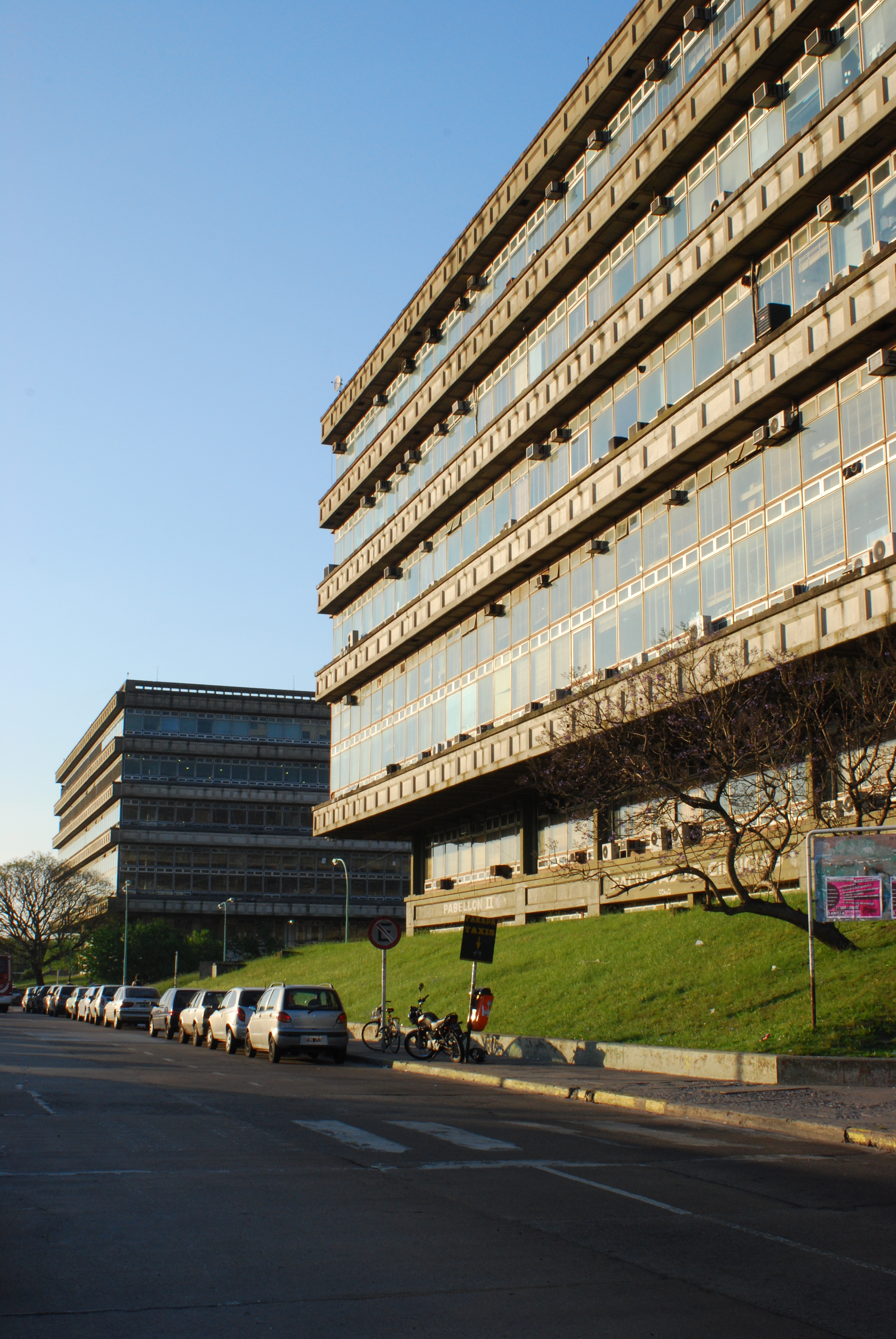 Ciudad Universitaria de Buenos Aires%2C Pabellones 2 y 3 02 %28Buenos Aires%2C noviembre 2008%29
