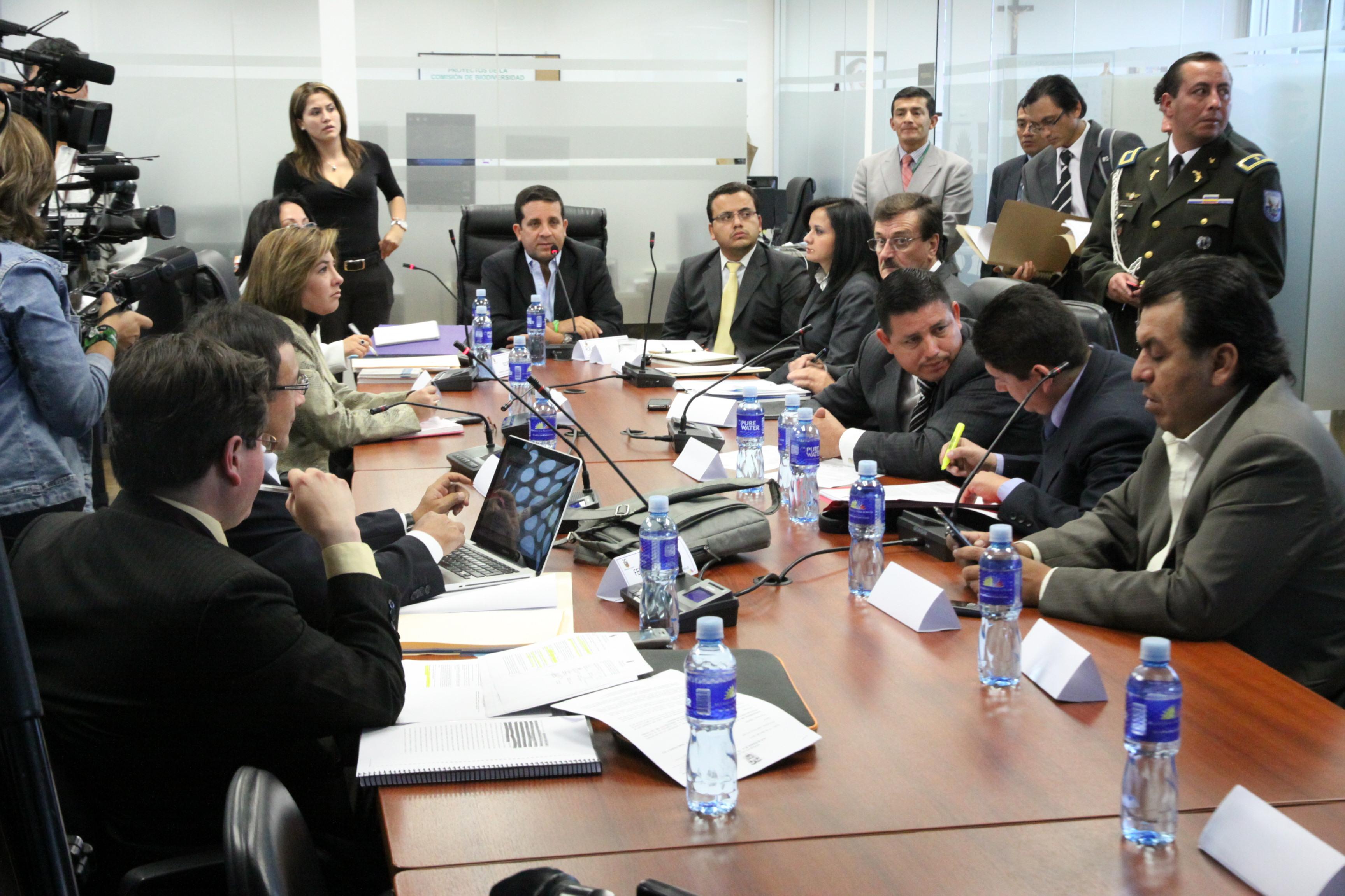 Comisión de Biodiversidad recibe a Wilson Paśtor, ministro de Recursos No Renovables, a Marcela Aguiñaga, del Ambiente y al Presidente Ejecutivo de Petroecuador
