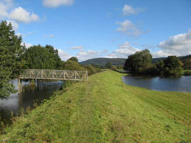 Footbridge, Afon Crafnant - geograph.org.uk - 993940
