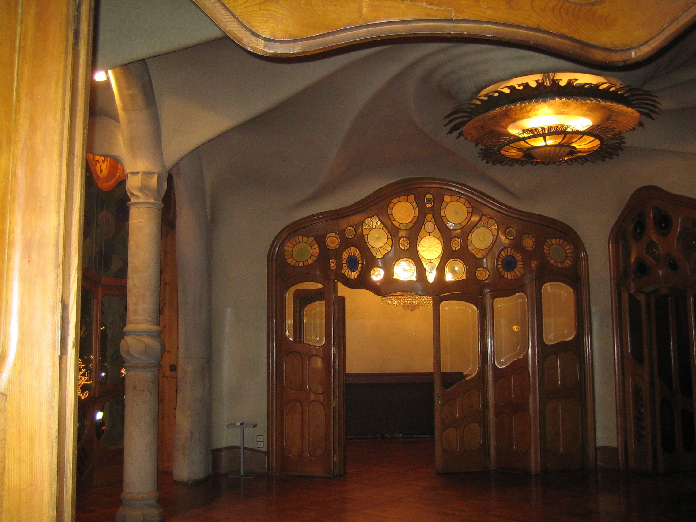 File:Gaudi Casa Batllo.jpg - Wikipedia