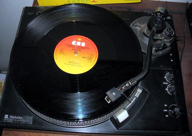 Bestand:Gramofon 2 ubt.jpeg