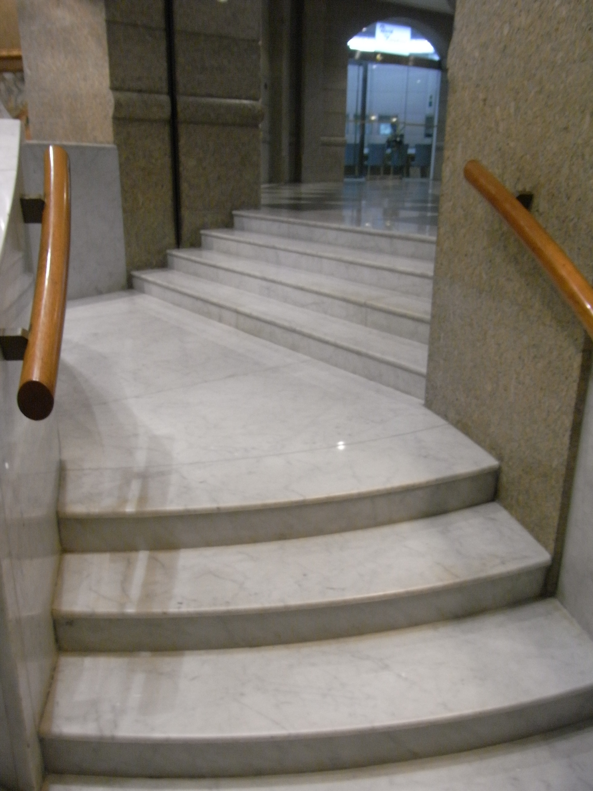 File:HK Central Night 娛樂行 Entertainment Building Interior 01 White Marble  Stairs Aug  Idea