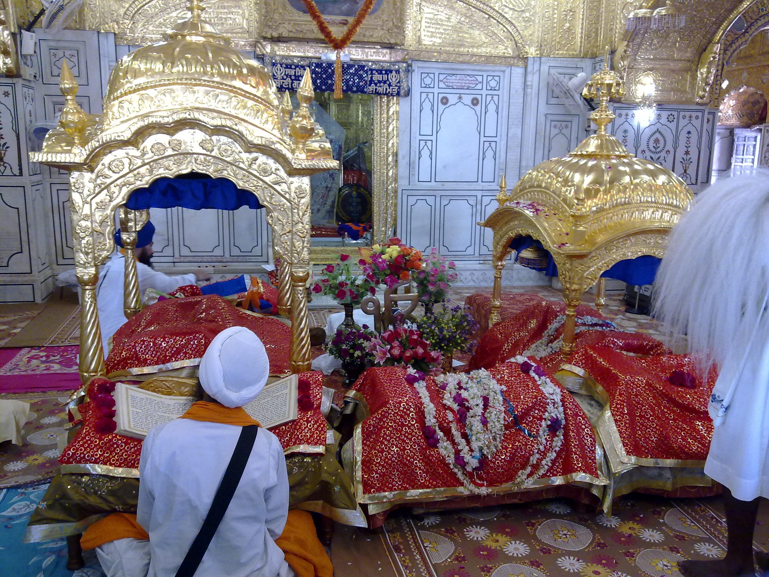 Interior view of Gurdwara Sach-Khand Haz r S hib