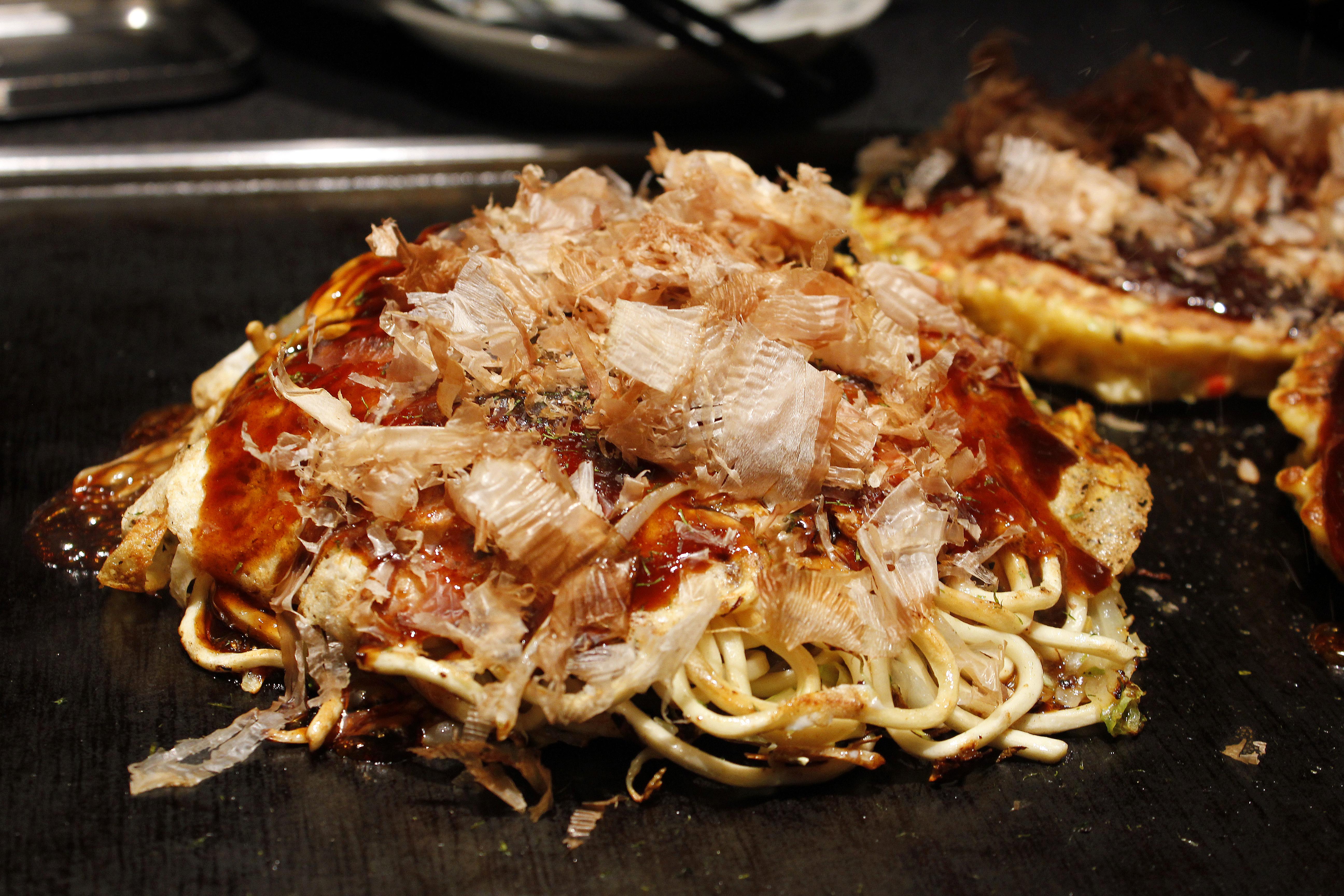 Hiroshimayaki(Okonomiyaki).jpg