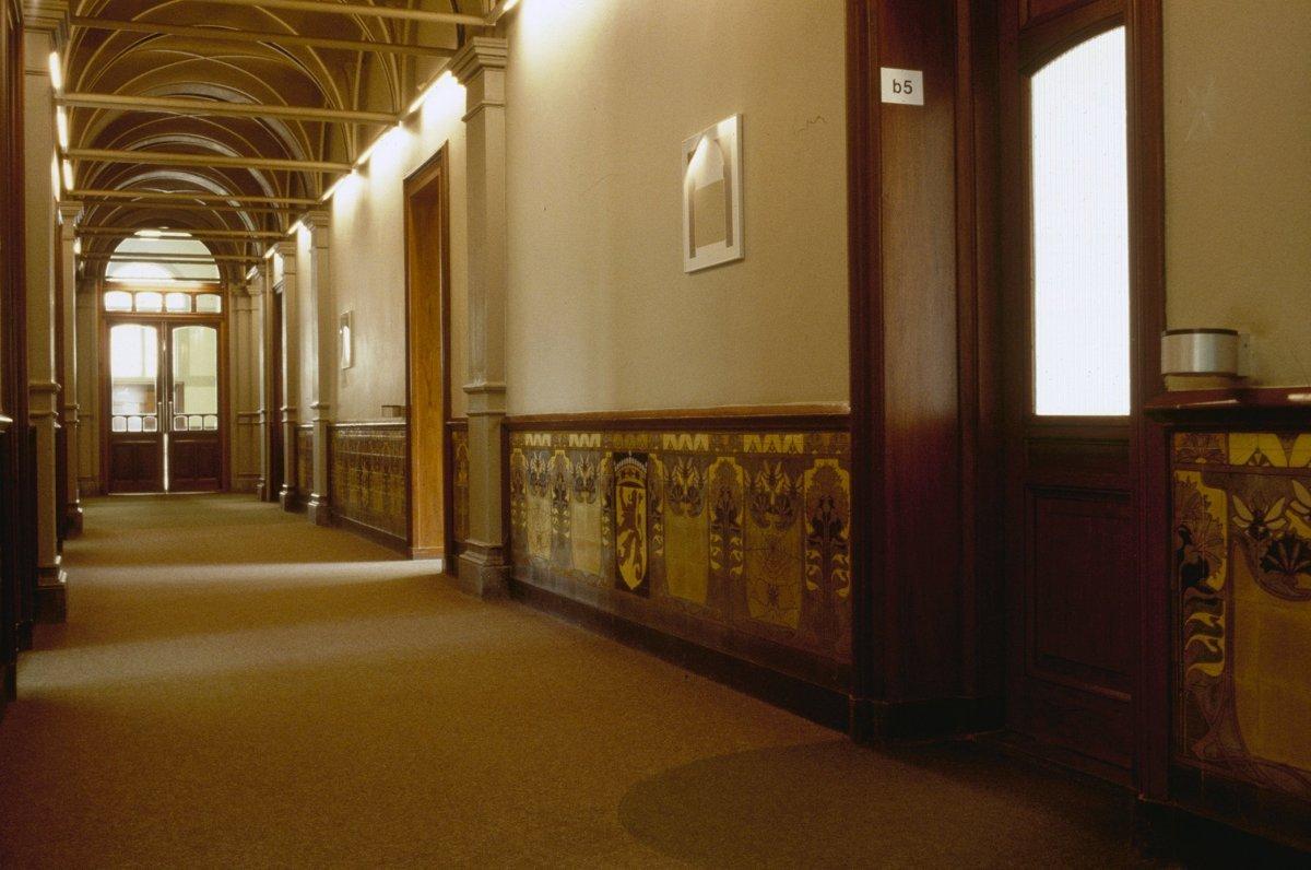 File interieur gang tegeltableaus in jugendstil for Interieur amsterdam