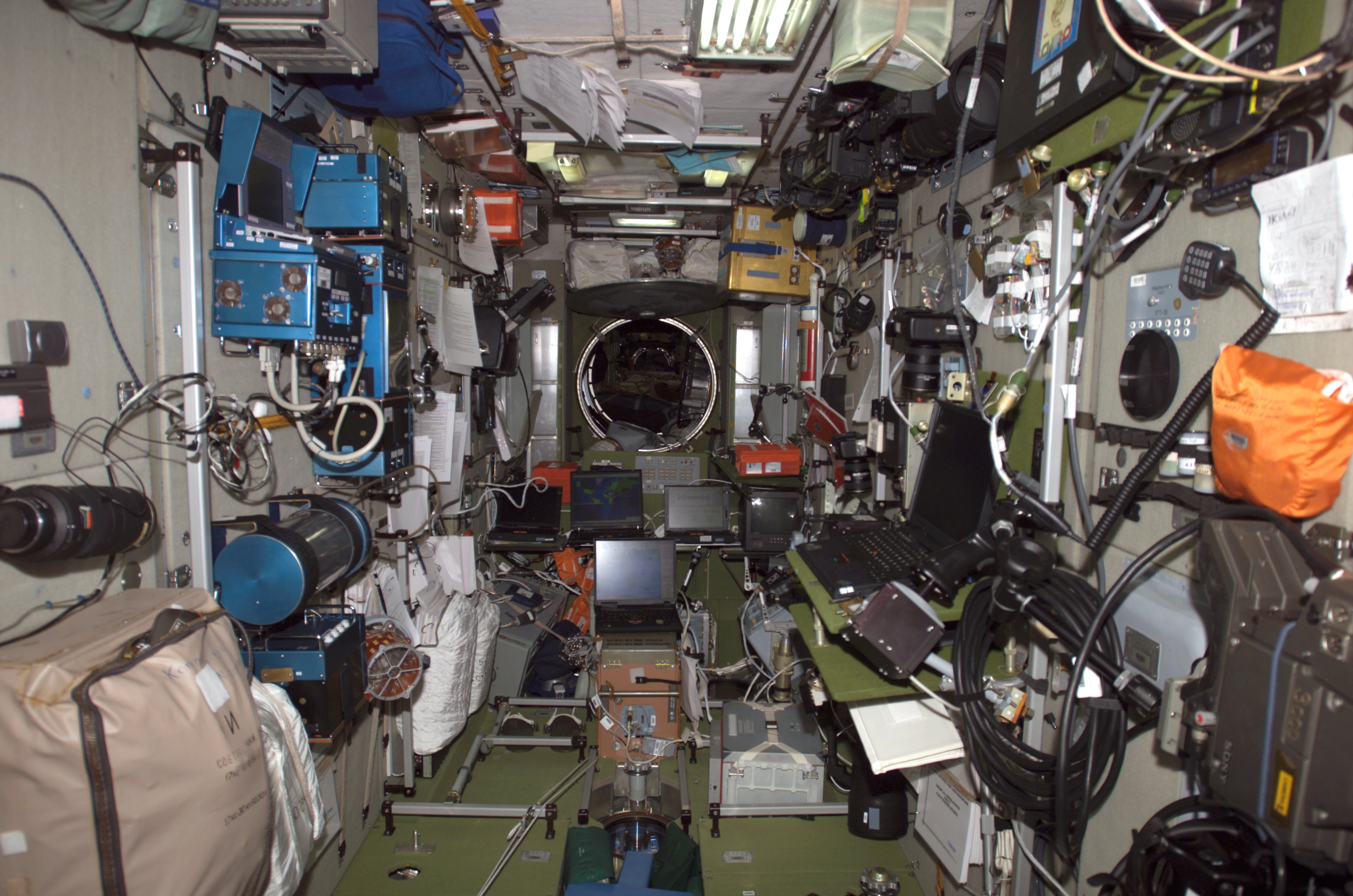 File:ISS-10 Interior view of the Zvezda Service module.jpg ...
