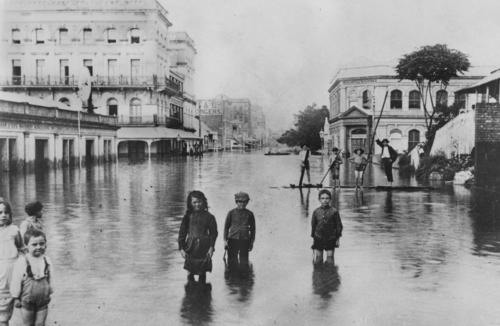 Intersection of Adelaide and Creek Streets, Brisbane 1893 flood, State Library of Queensland - Negative number: 61449, Courtesy Wikimedia Commons.
