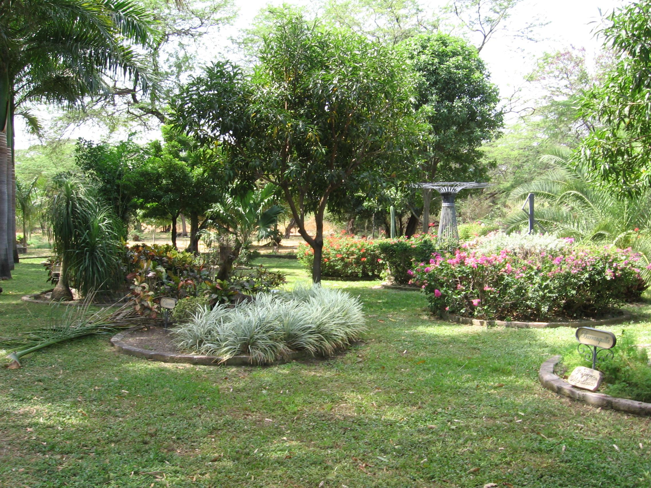 File jard n de la quinta de san pedro - Toile de jardin triangulaire ...