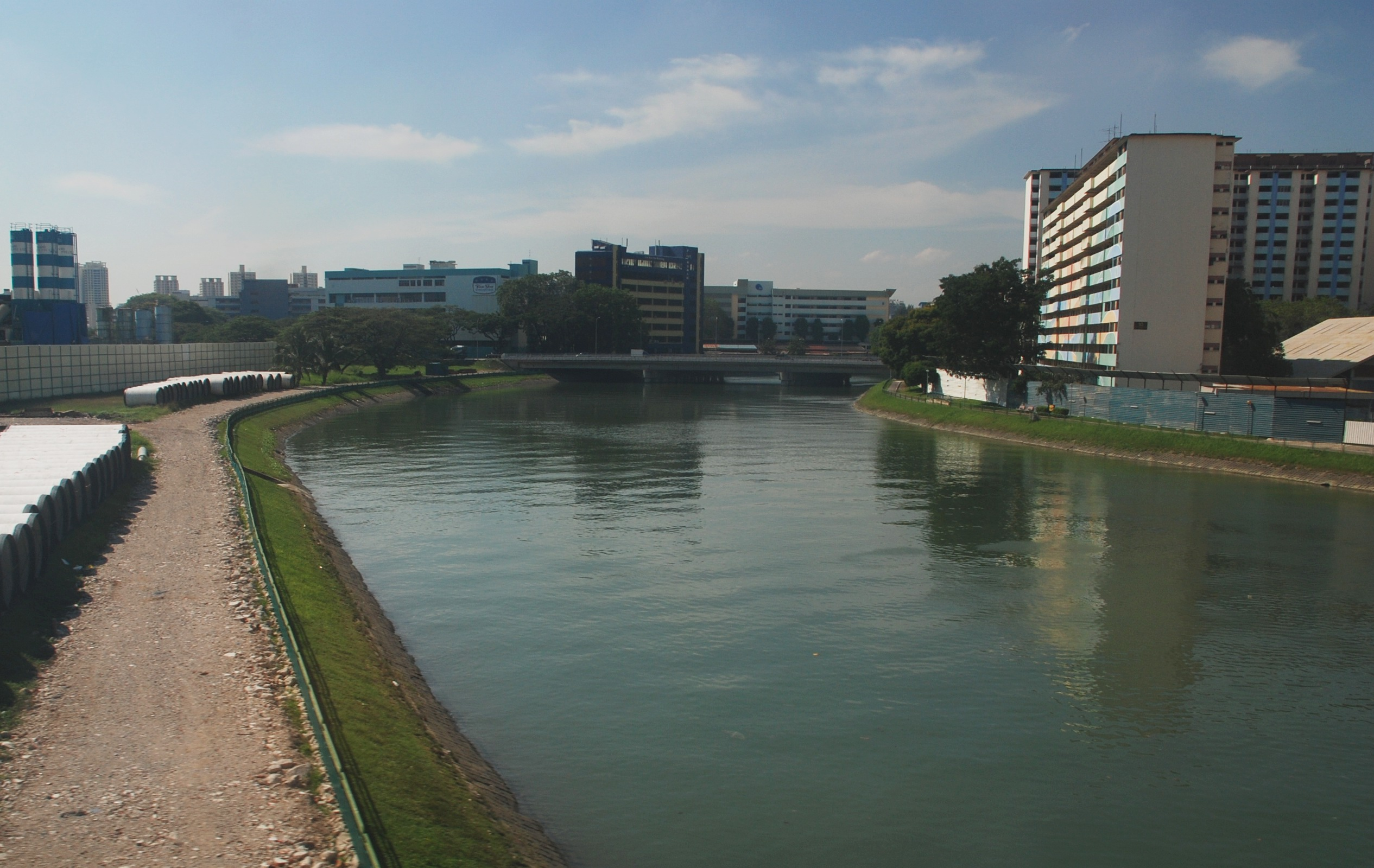 Description Kallang River.jpg