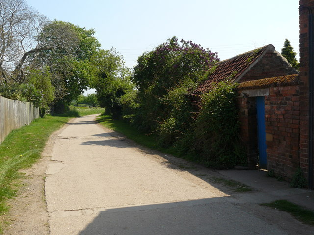 Leaving Shelford on the Trent Valley Way - geograph.org.uk - 1056162
