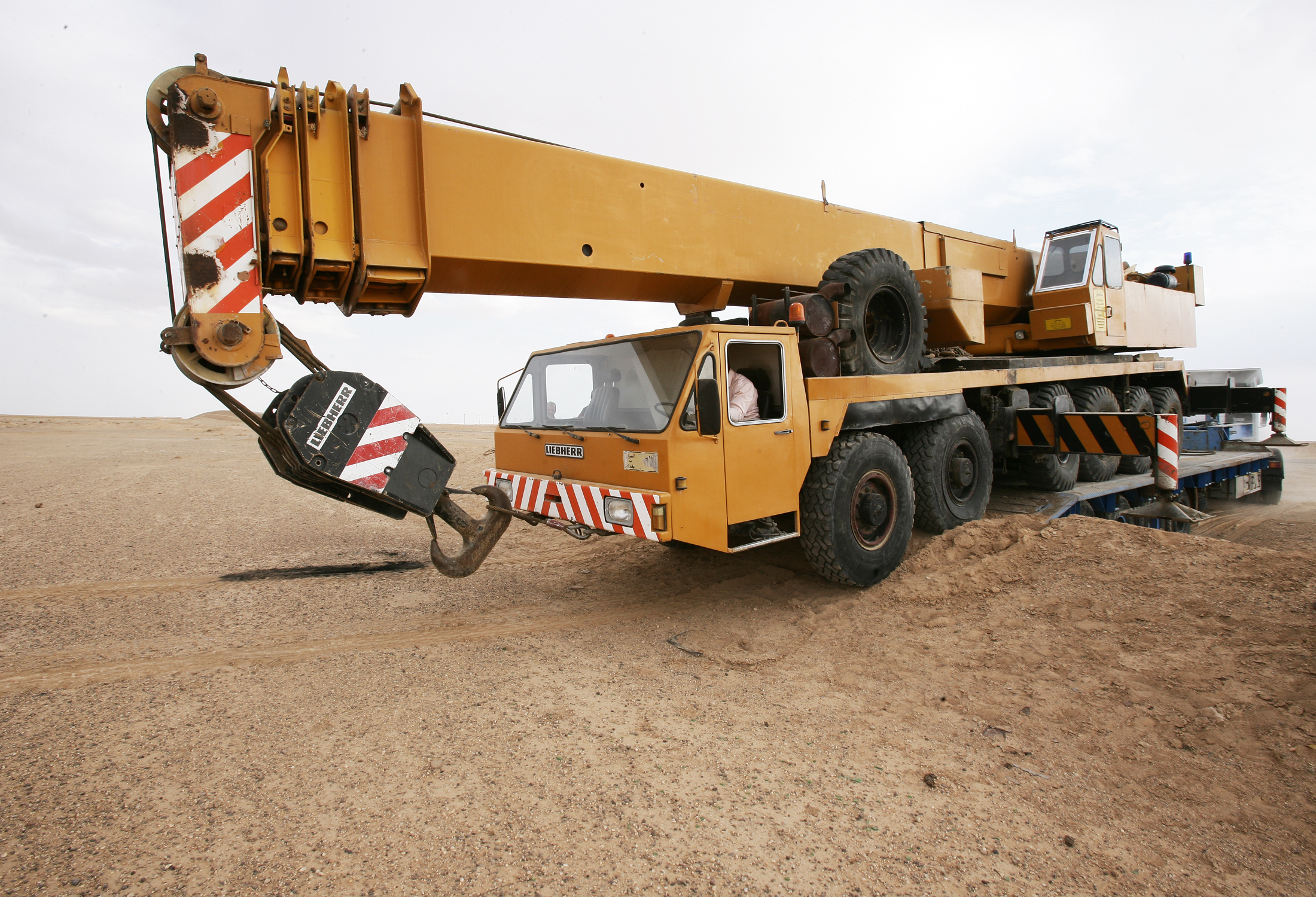 Truck Crane: Truck Crane Dimensions
