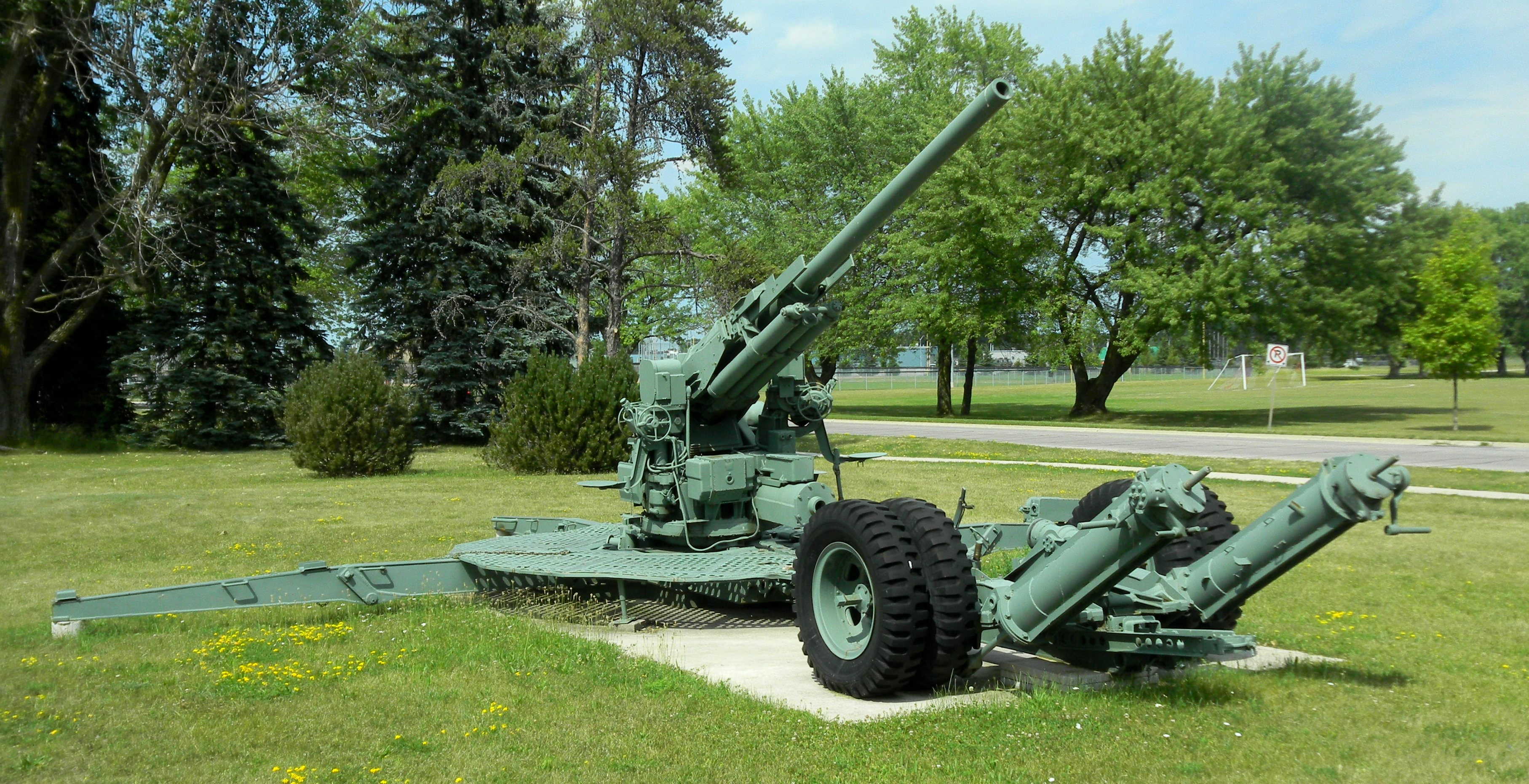 File:M1A2 90 mm AA Gun, CFB Borden, 1 jpg - Wikimedia Commons