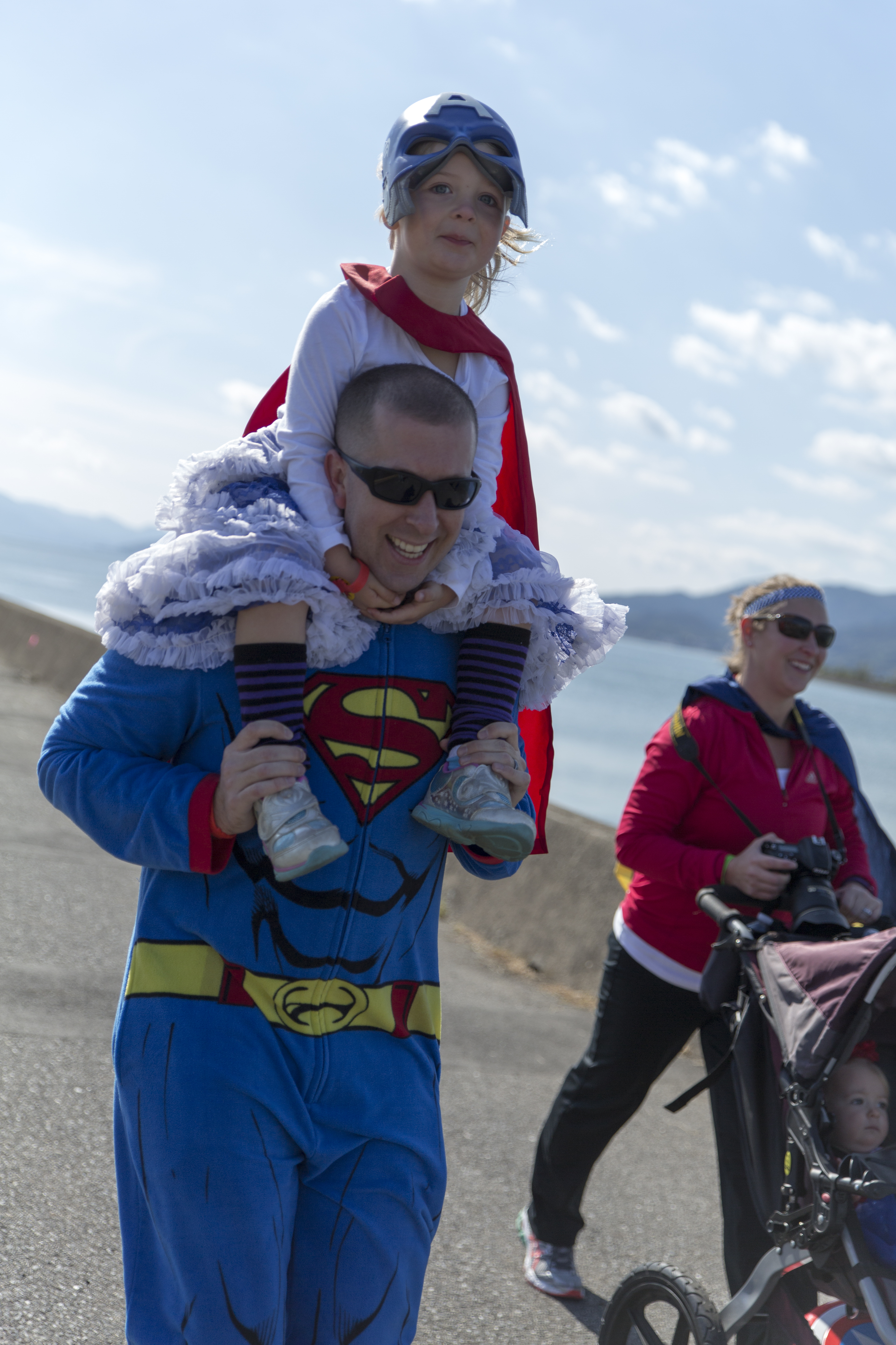 MCAS residents race during Superhero Fun Run 151031-M-EP064-059.jpg English: A family races to the finish line during a Superhero Fun Run on the Seawall at