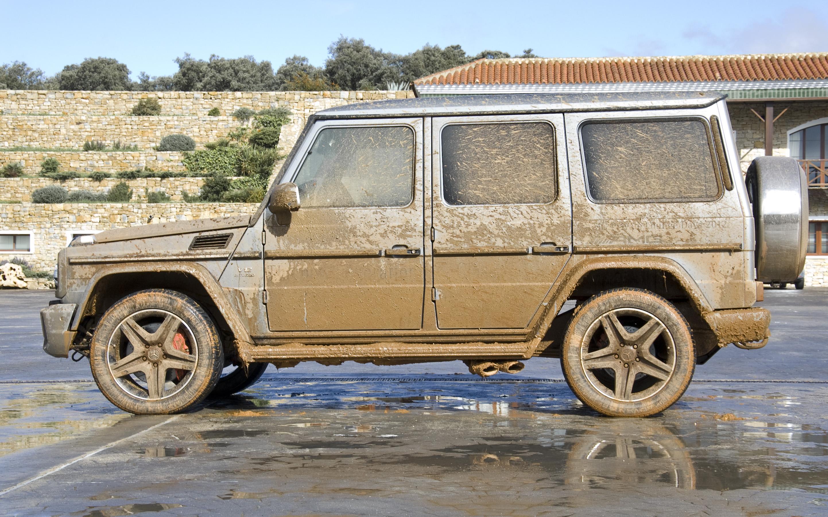 File mercedes benz g 65 amg v12 biturbo covered in mud for Mercedes benz amg v12 biturbo