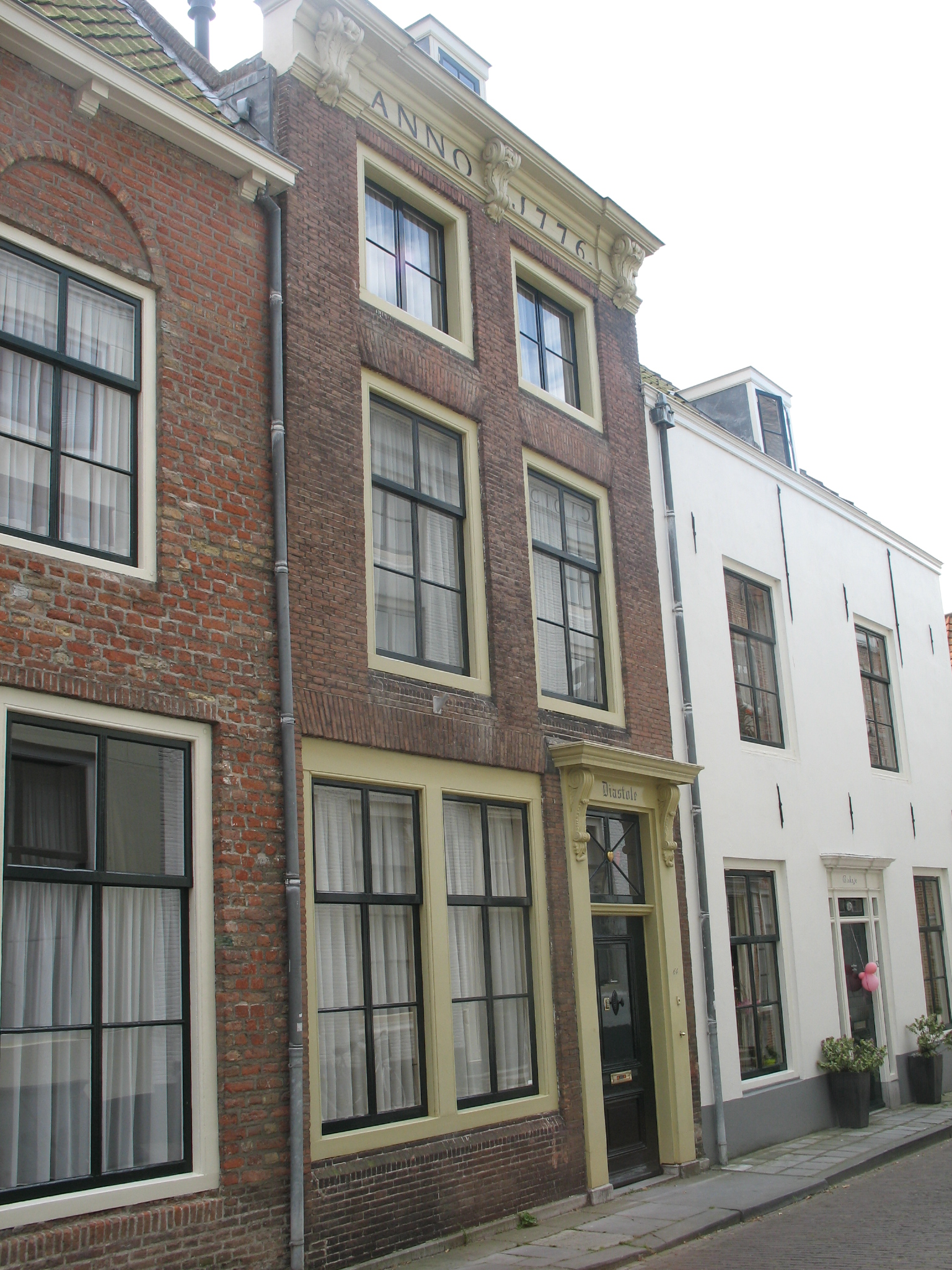Huis met rechte gevel in lijst gedateerd 1776 in for Lijst inrichting huis