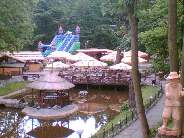 File:Ogródek piwny i pikny - panoramio.jpg
