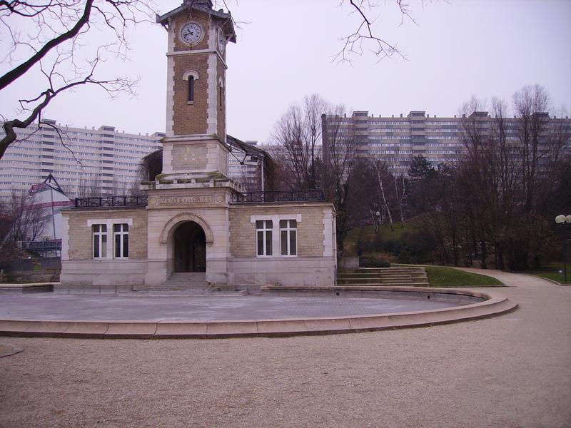 Fichier:Parc-Georges-Brassens-tour-marche-chevaux-2.jpg