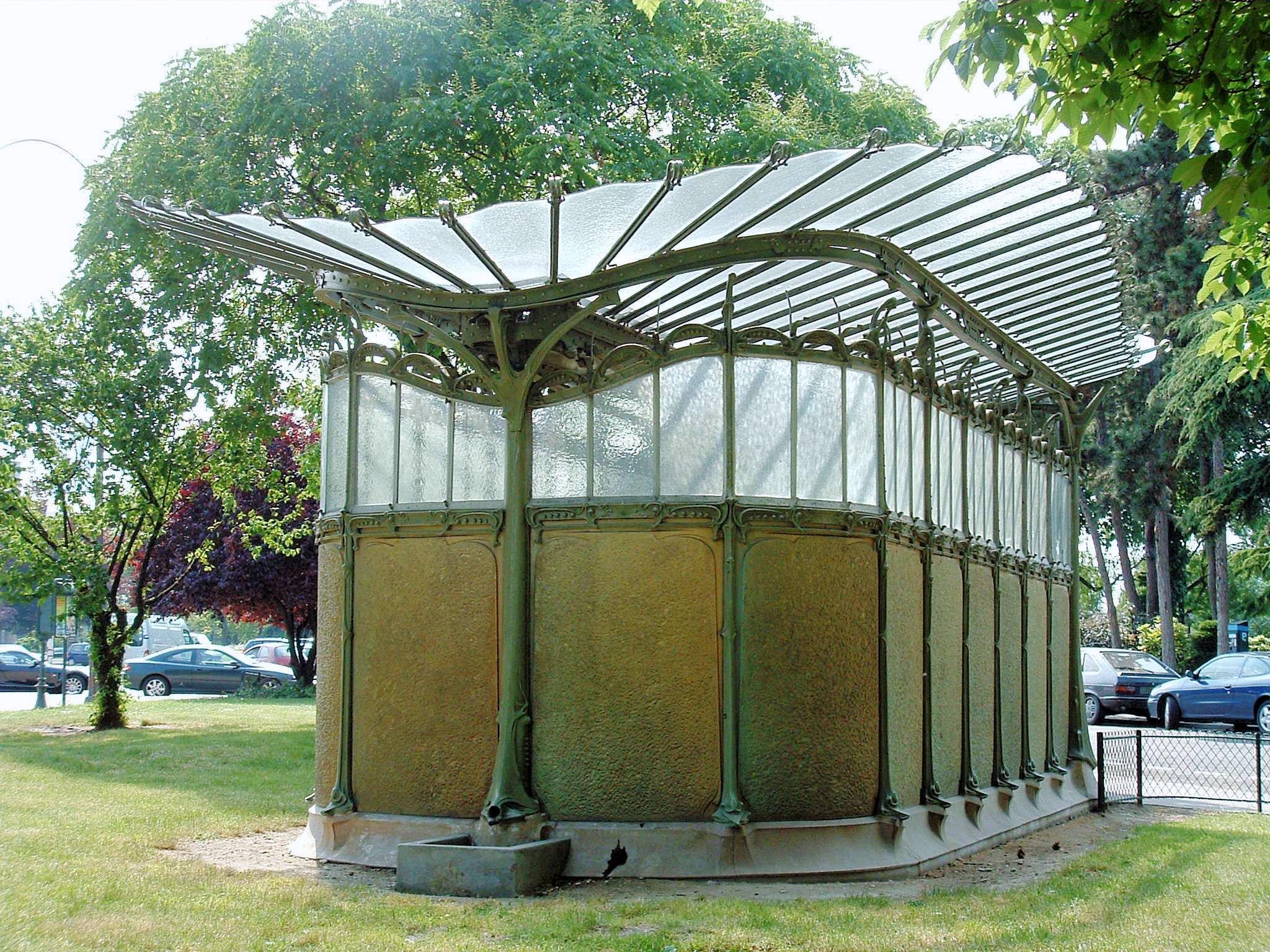 Paris 16 - La libellule de la station Dauphine -1.JPG