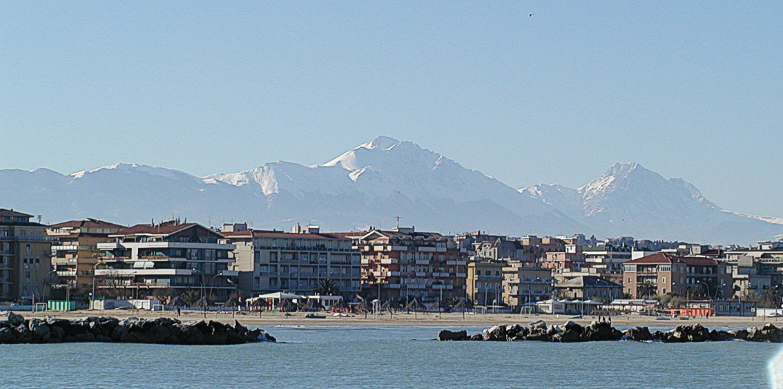 Pescara Strand file pescara gran sasso schnee 02 jpg wikimedia commons