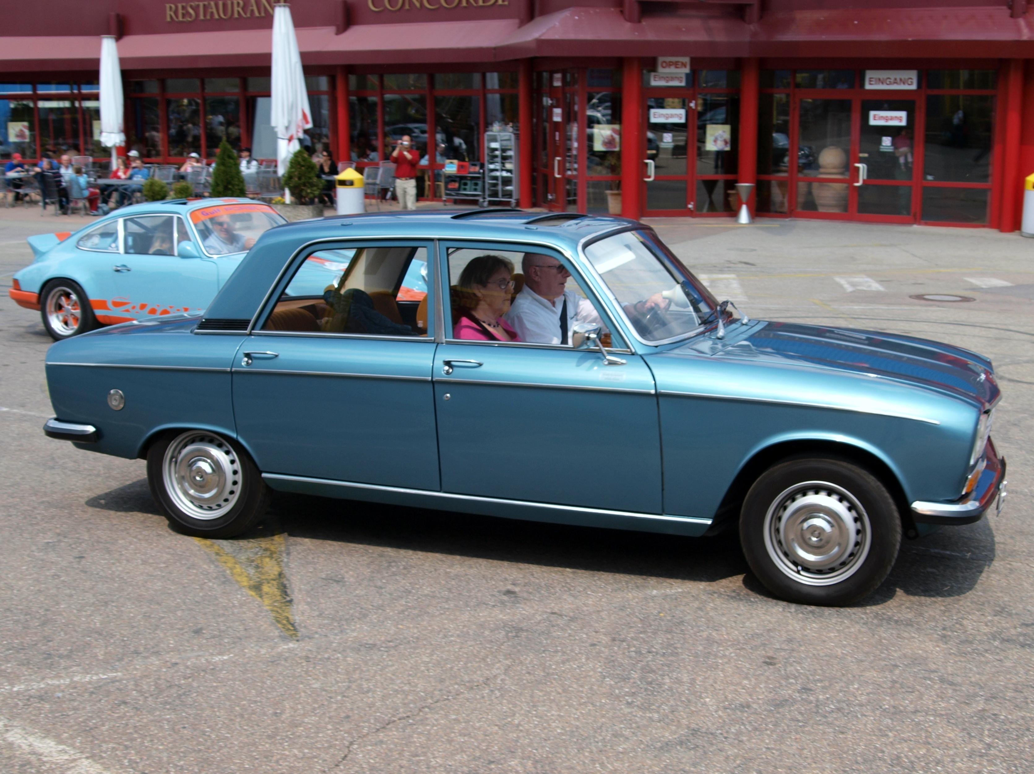 File:Peugeot 304 SLS (1976) p2.JPG