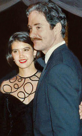 Kline and his wife Phoebe Cates at the Academy Awards Governor's Ball party, 1989