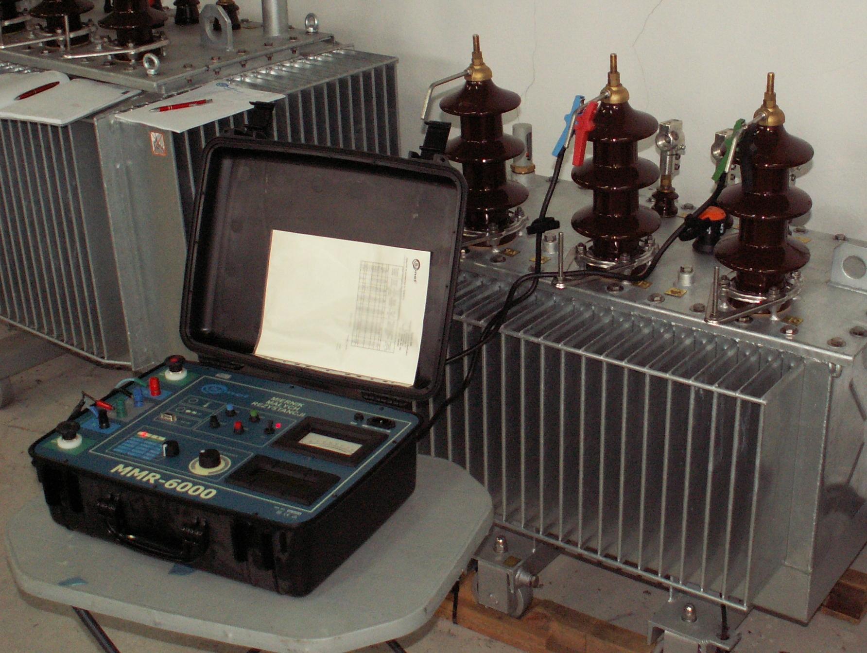 Pomiary rezystancji uzwojenia transformatora z rdzeniem amorficznym miernikiem Sonel MMR-6000.jpg