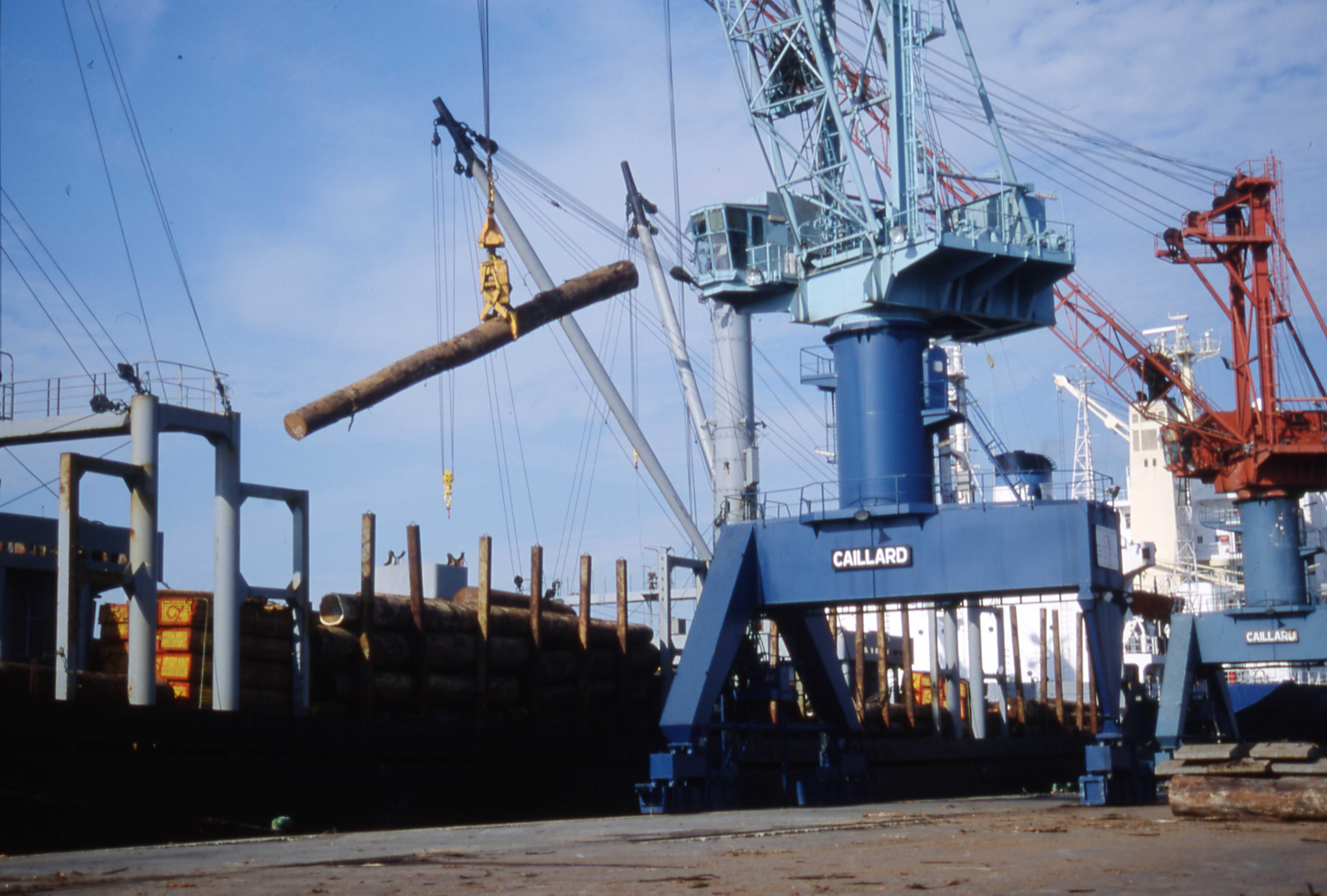 file port de commerce de la rochelle pallice d 233 chargement de grumes jpg wikimedia commons
