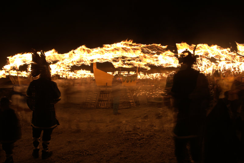 File:Preparing to burn the galley at Uyeasound Up Helly Aa - geograph.org.uk - 1706016.jpg