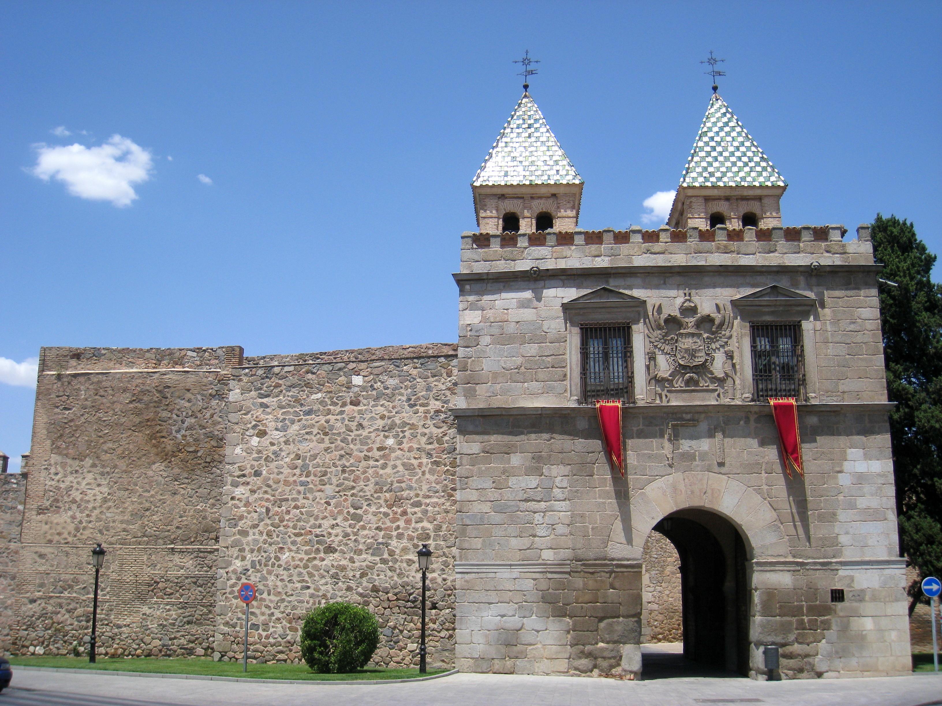 File puerta de bisagra toledo view 1 jpg wikimedia for Shoko puerta de toledo