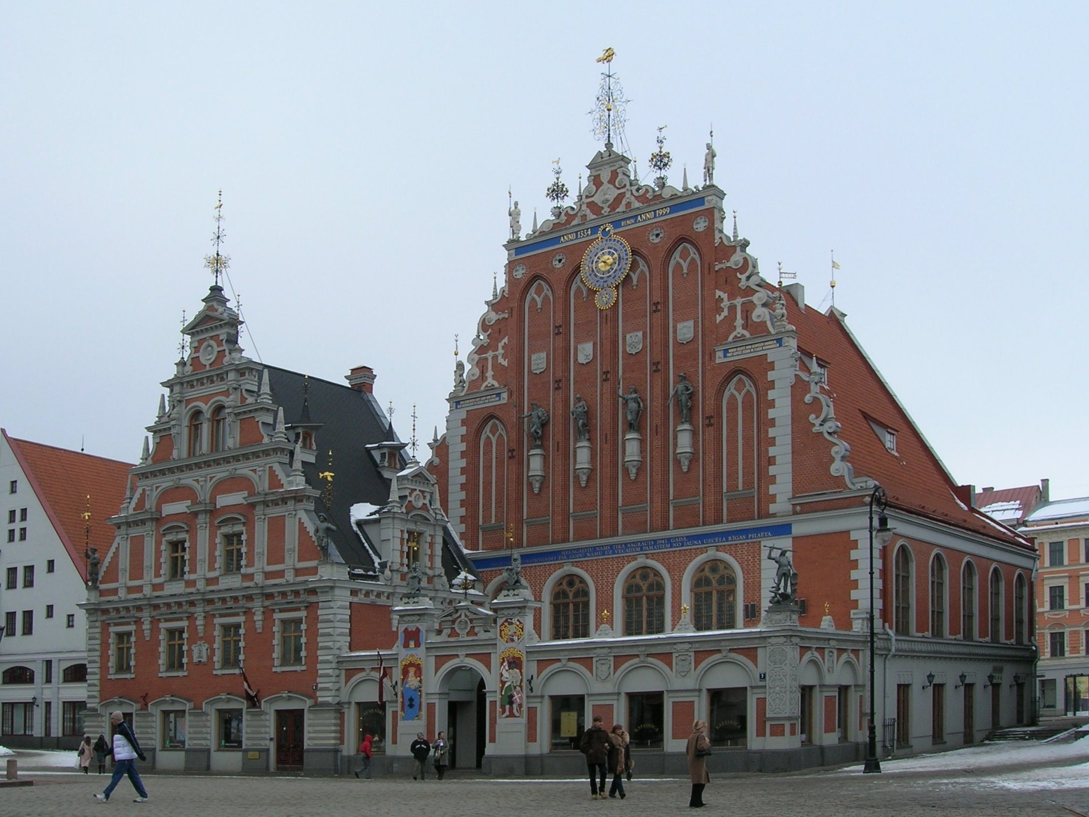 http://upload.wikimedia.org/wikipedia/commons/d/dc/Riga_-_House_of_Blackheads.jpg