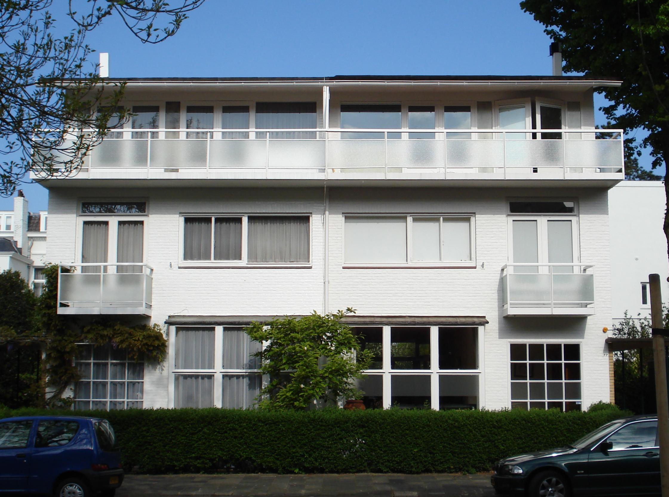 vrijstaand dubbel woonhuis in de stijl van het nieuwe
