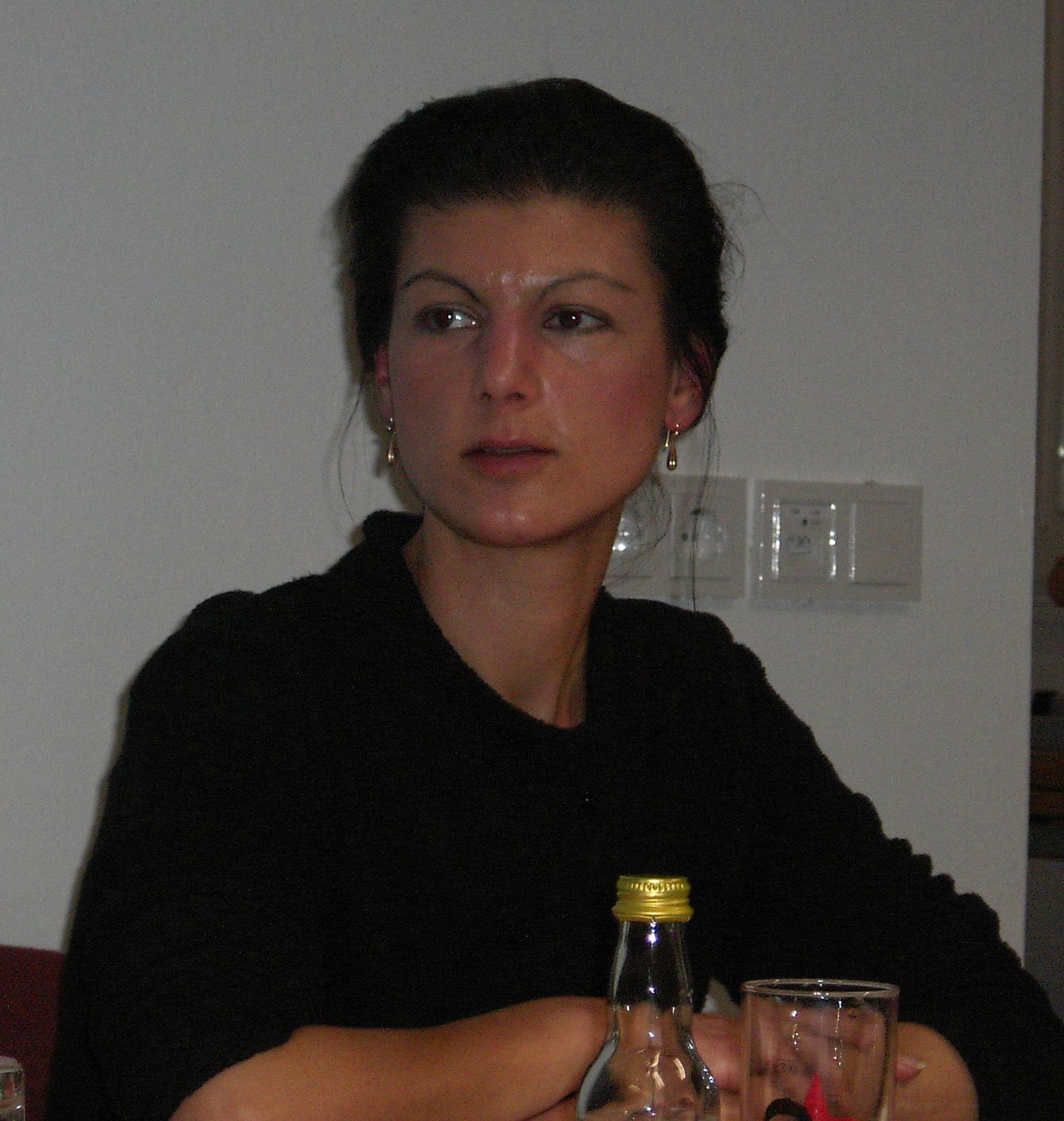 https://upload.wikimedia.org/wikipedia/commons/d/dc/Sahra_Wagenknecht-02.jpg