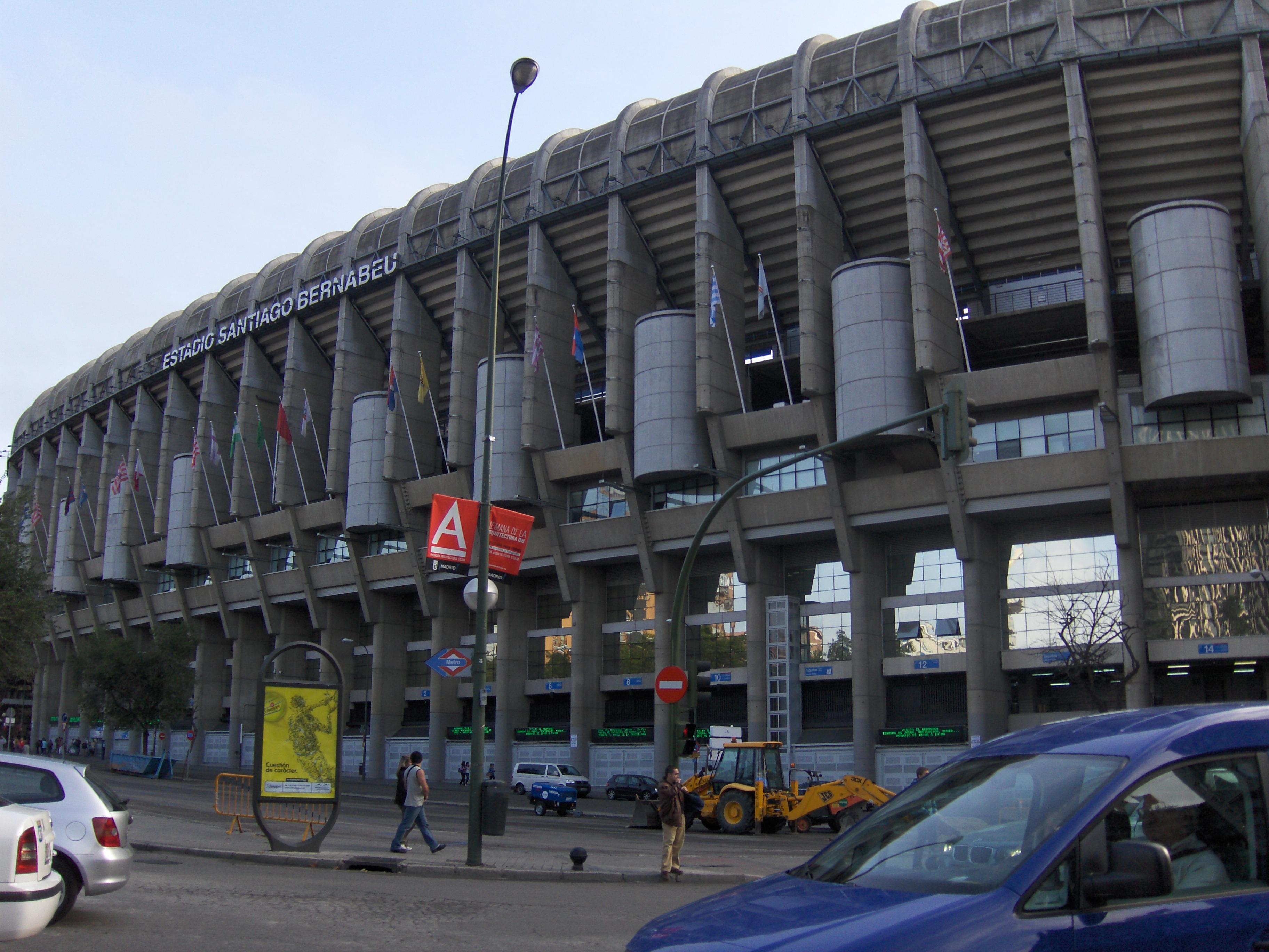 File santiago bernabeu stadium wikimedia commons for Estadio bernabeu puerta 0