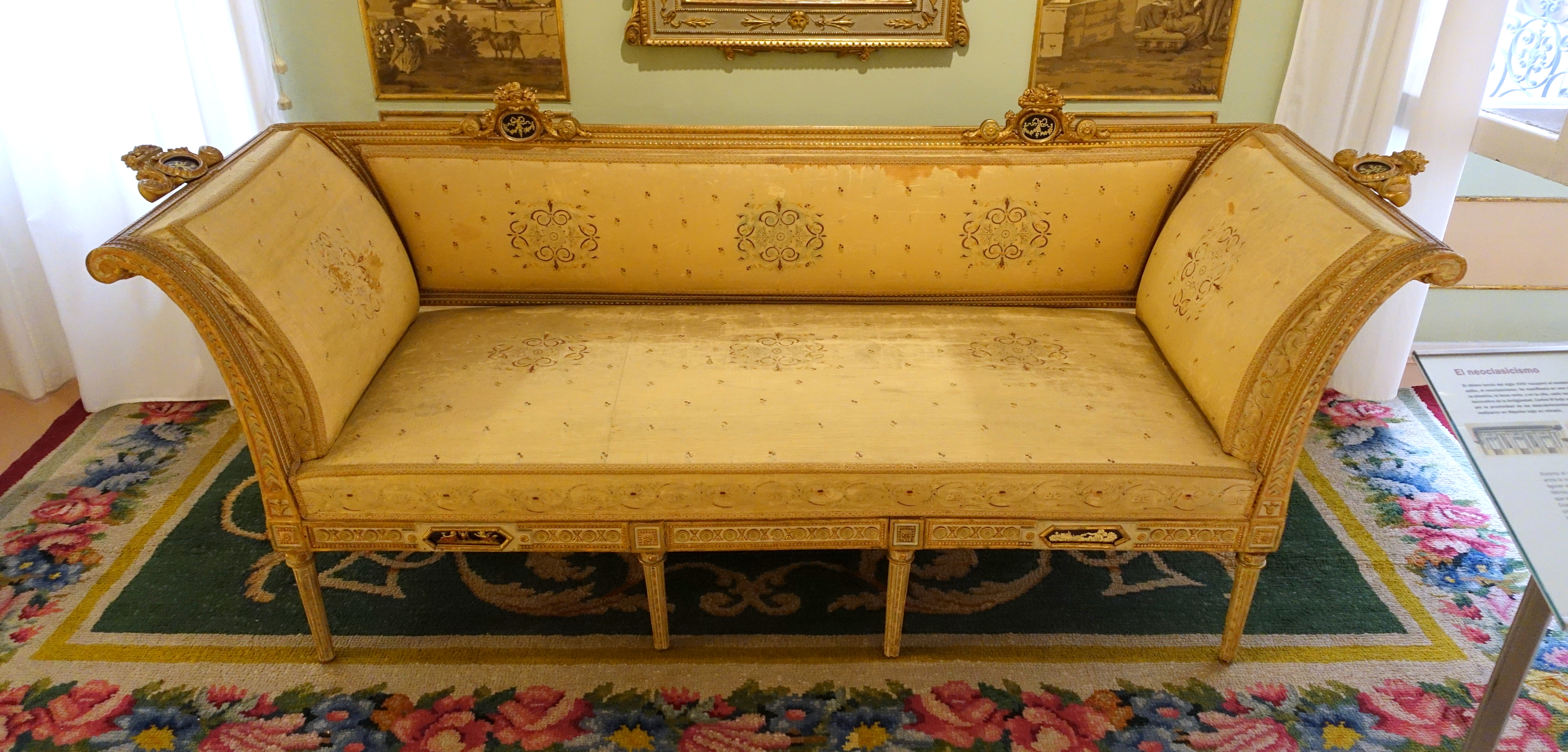 File sofa sultana real taller de ebanisteria madrid 1802 pine museo nacional de artes - Taller de ebanisteria ...