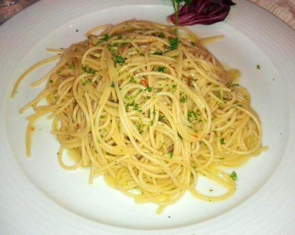 Spaghetti Aglio Olio Peperoncino.jpg
