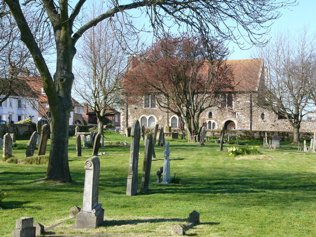 St. Thomas the Martyr churchyard. Winchelsea. - geograph.org.uk - 429284