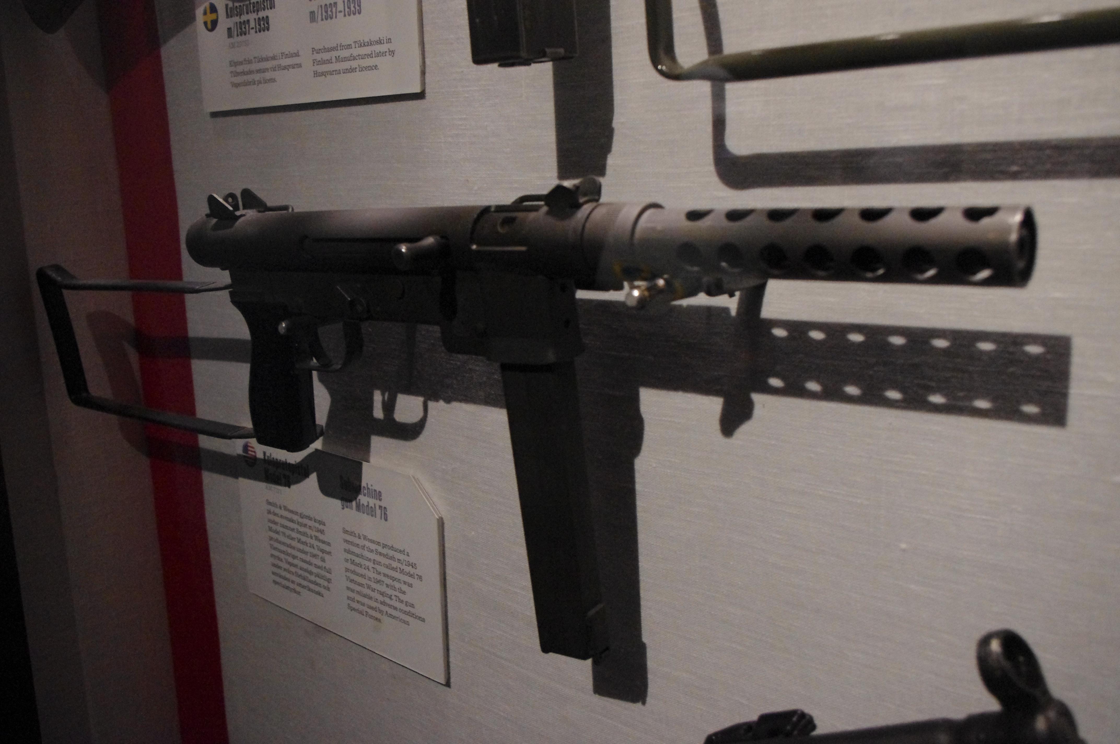 Smith & Wesson M76 - Wikipedia