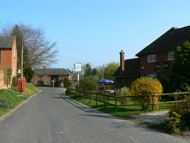 Swan Inn and old-style telephone box, Wilton, Wiltshire - geograph.org.uk - 402681