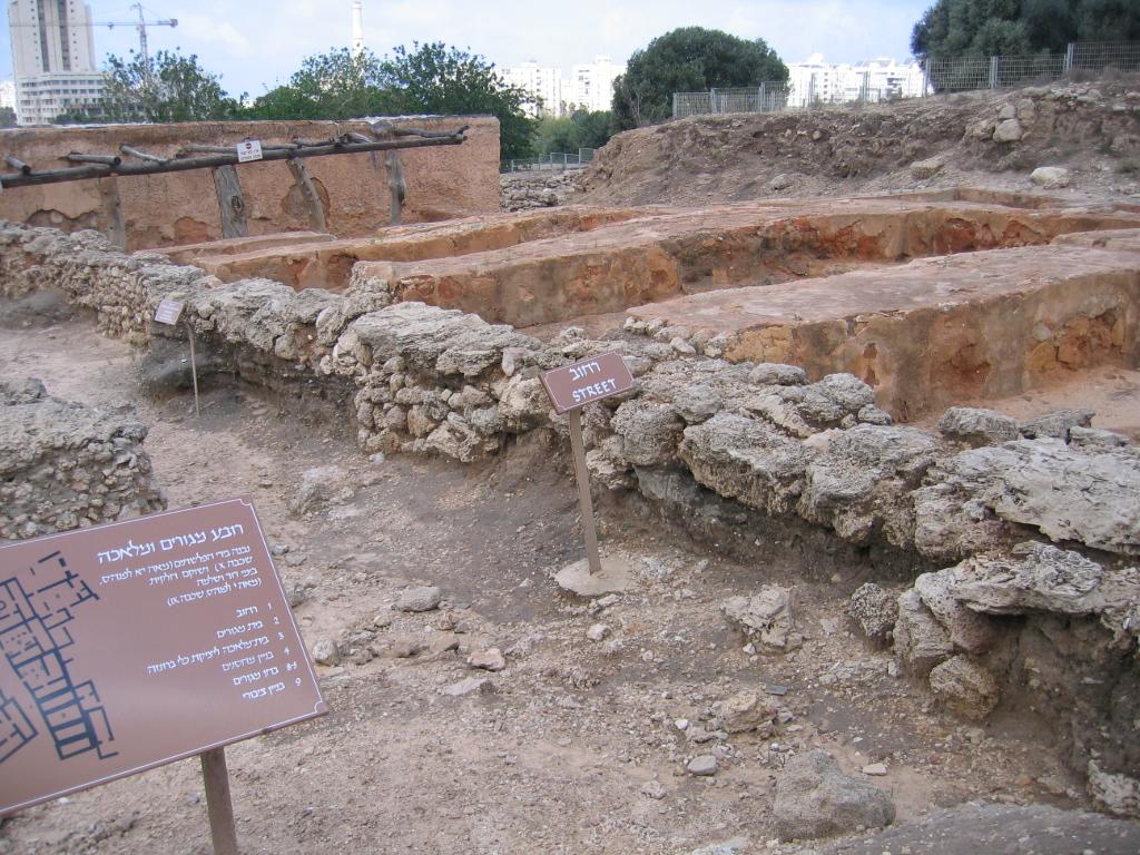 Ruinas de lo que fue la ciudad filistea de Tel qasile