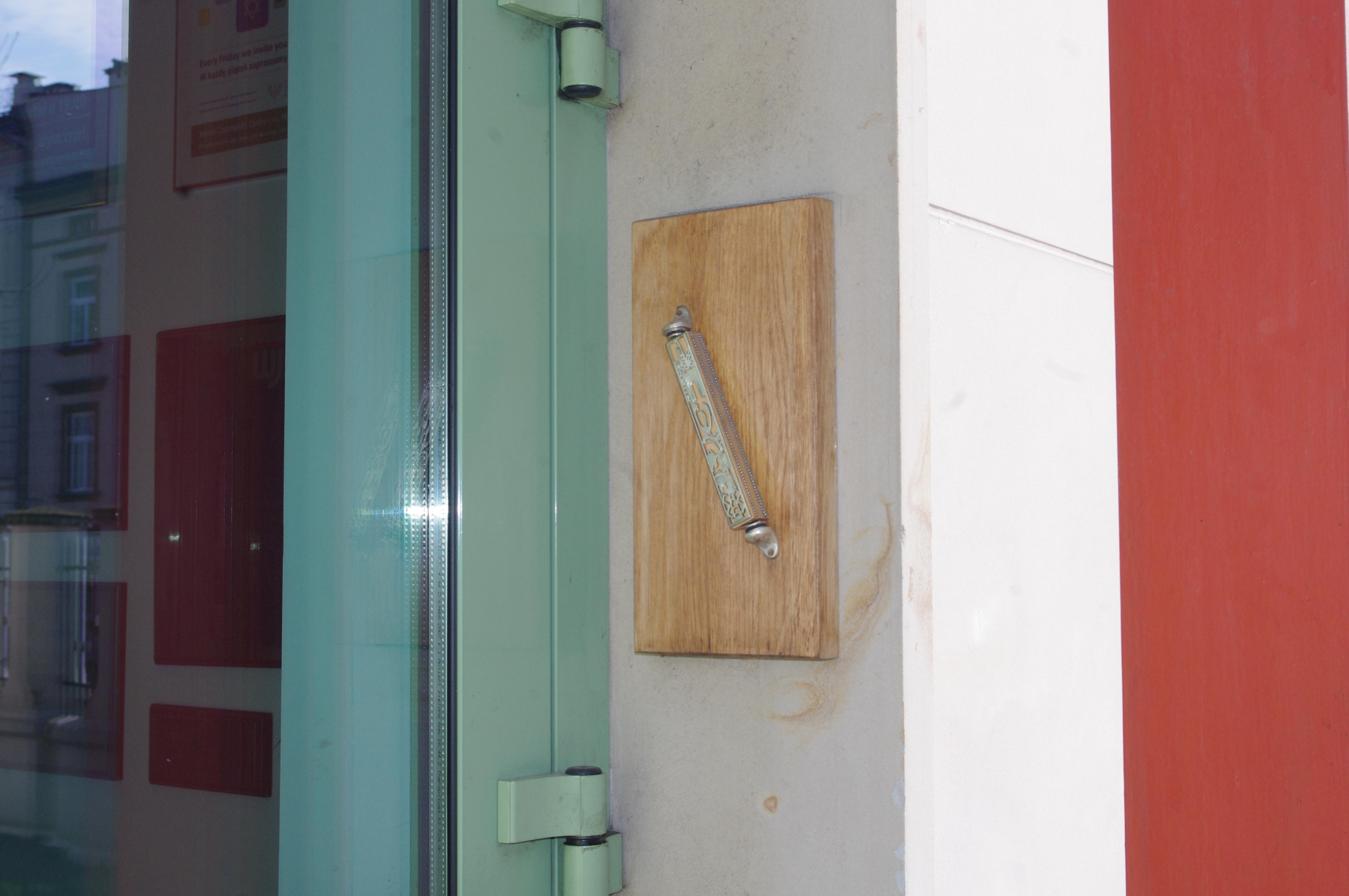 FileThe mezuzah at Jewish Community Center in Kraków.jpg & File:The mezuzah at Jewish Community Center in Kraków.jpg ...