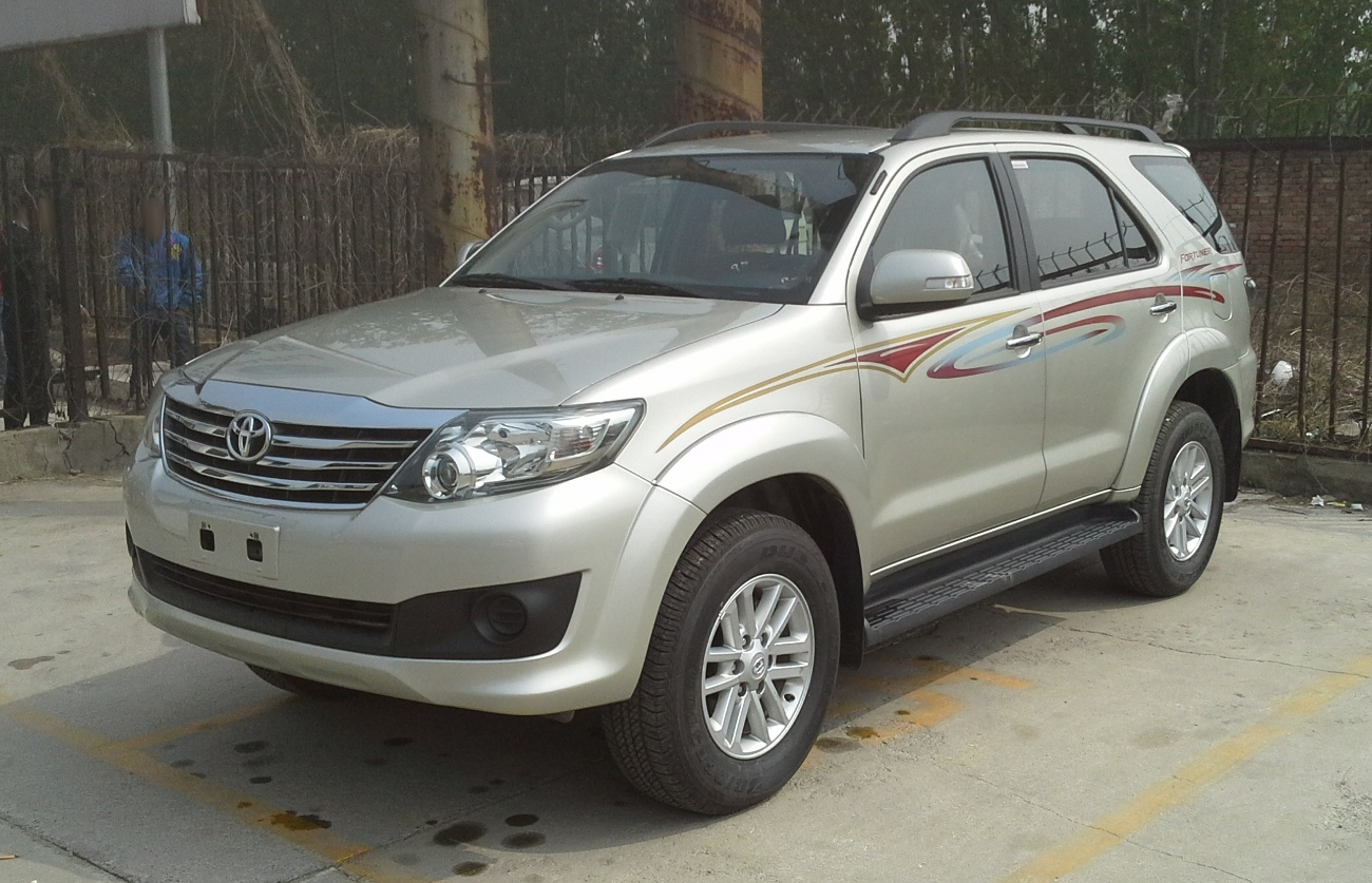 toyota fortuner facelift ii 001 china 2017 04 13 jpg