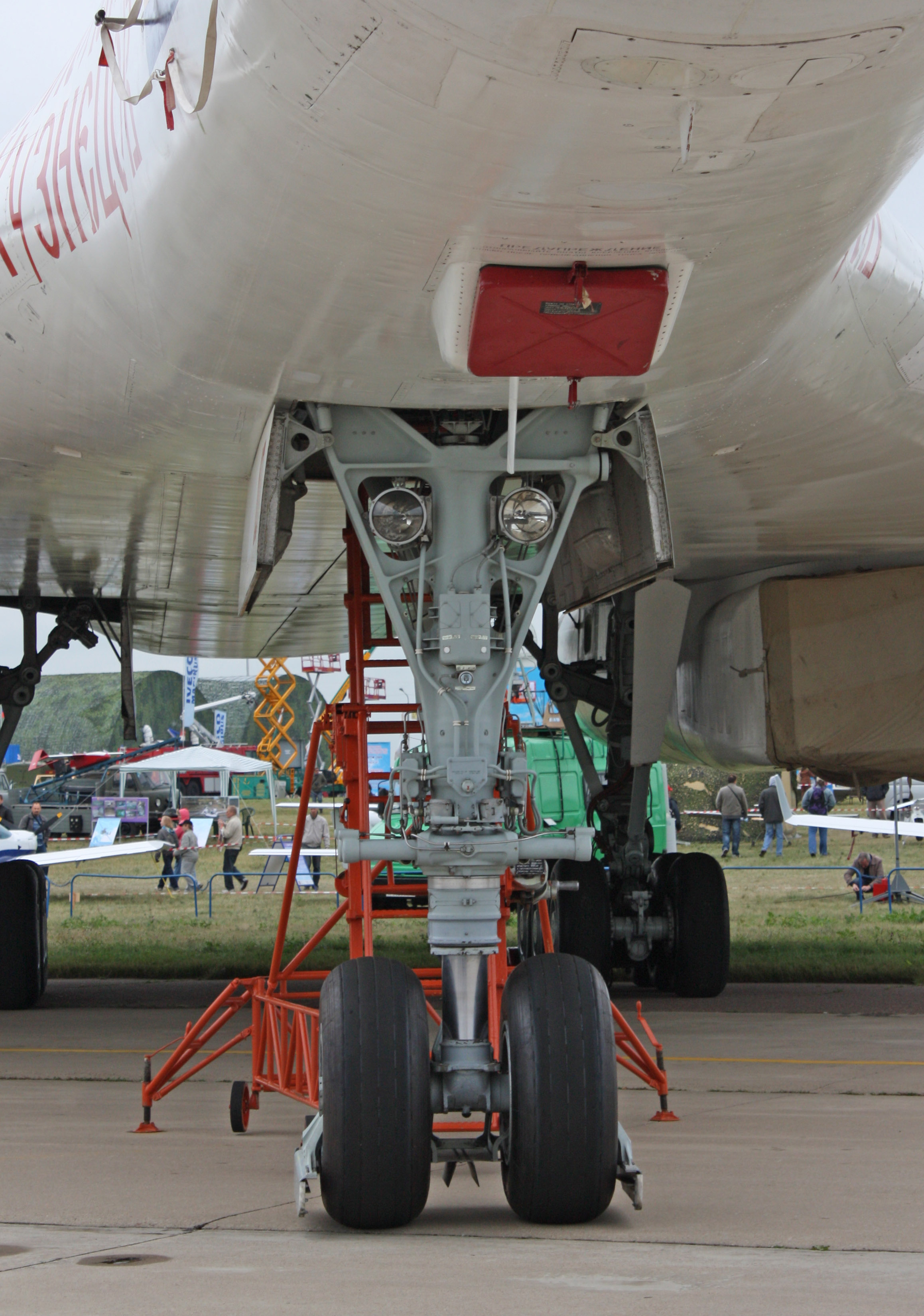 Tupolev Tu-160 (num 10 'Nikolai Kuznetsov'). Forward chassis.jpg