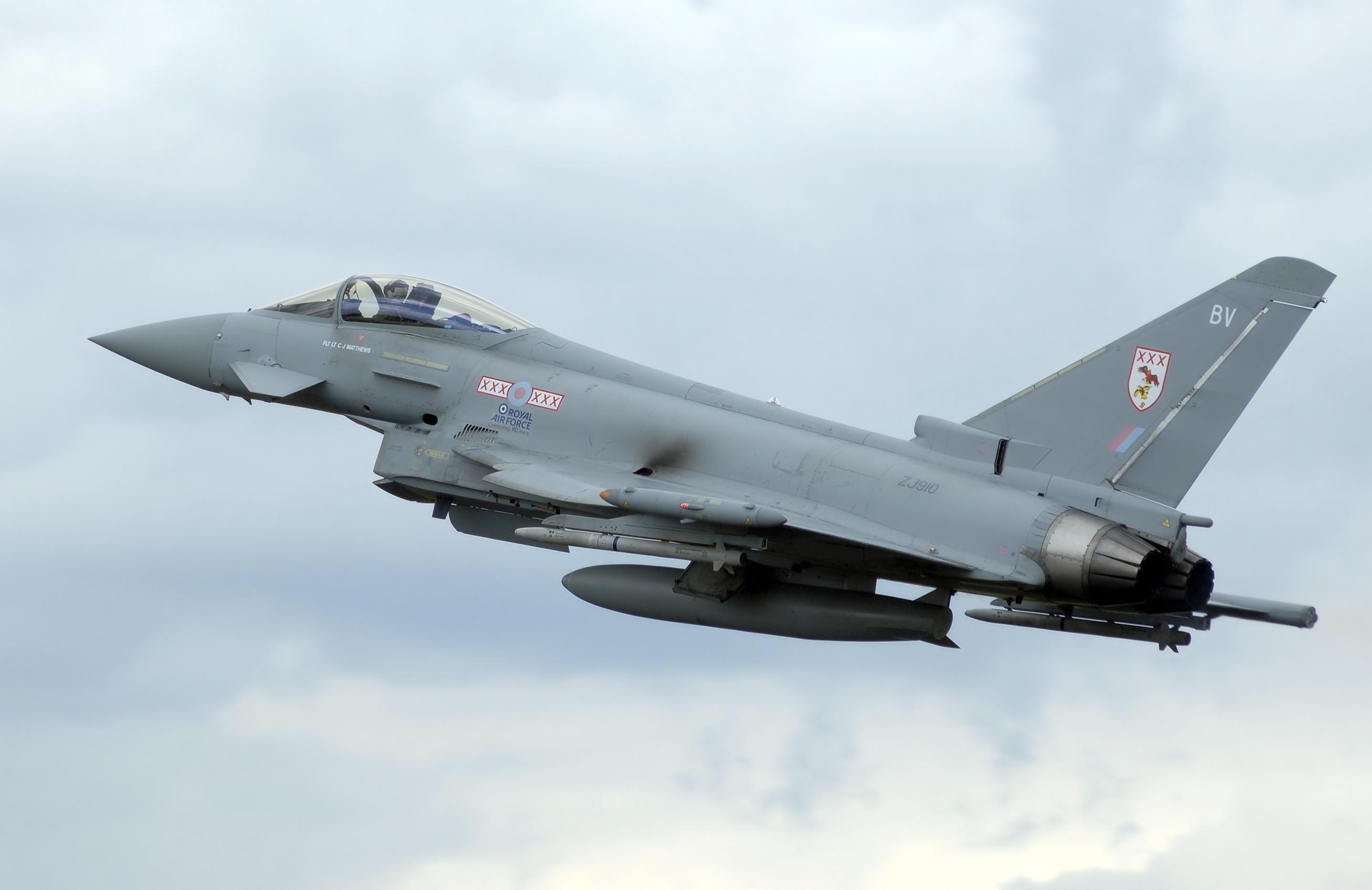 Aniversario de la Fuerza Aérea Argentina - Página 3 Typhoon_f2_zj910_arp
