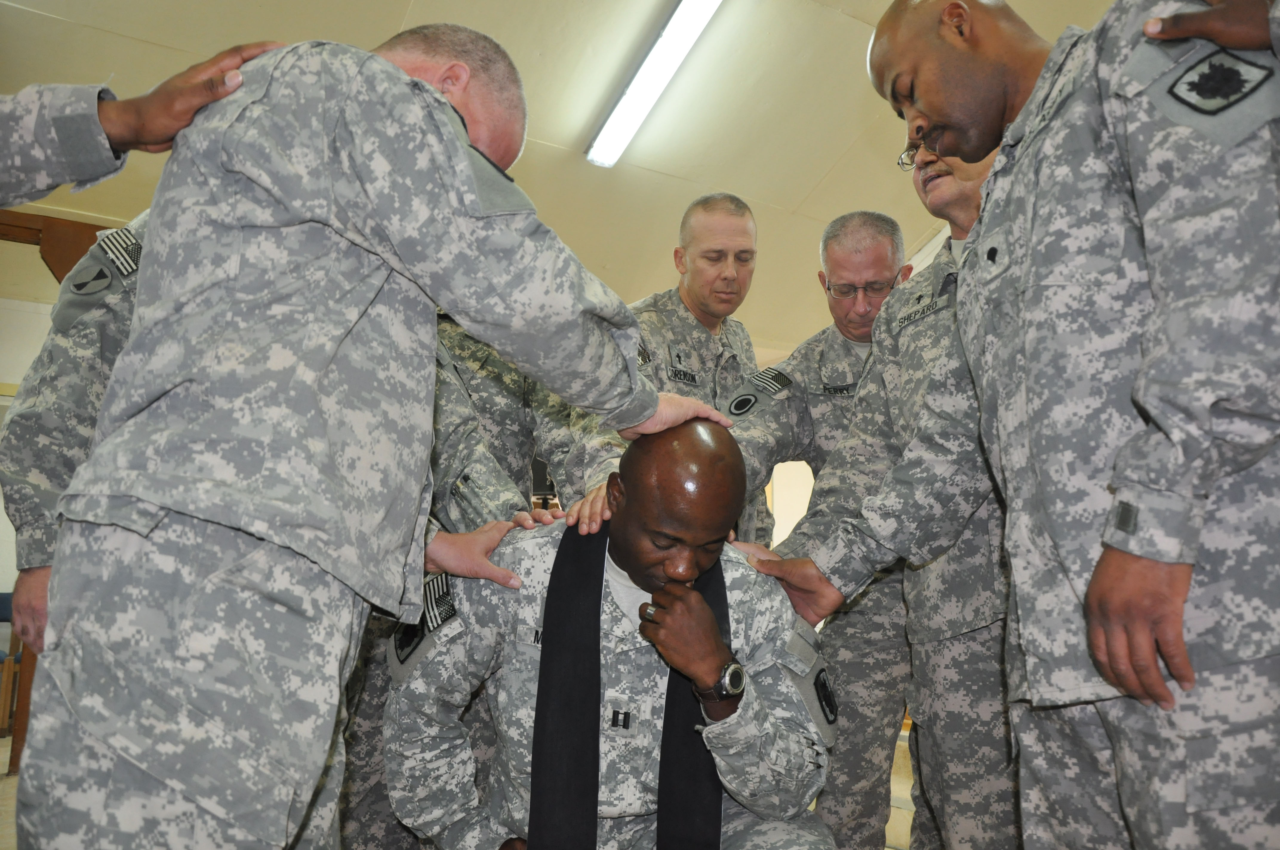 File:US Army 52339 Chaplain answers call of duty jpg