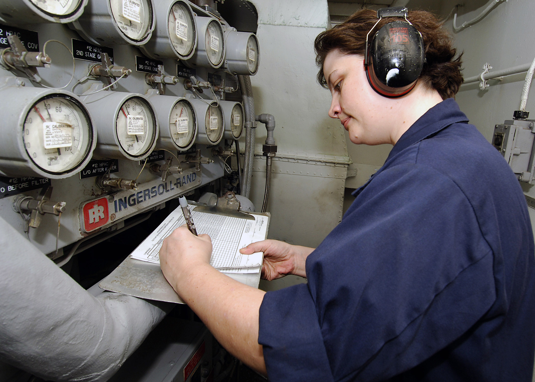 File:US Navy 071106-N-8132M-027 Machinist's Mate 1st Class Karin