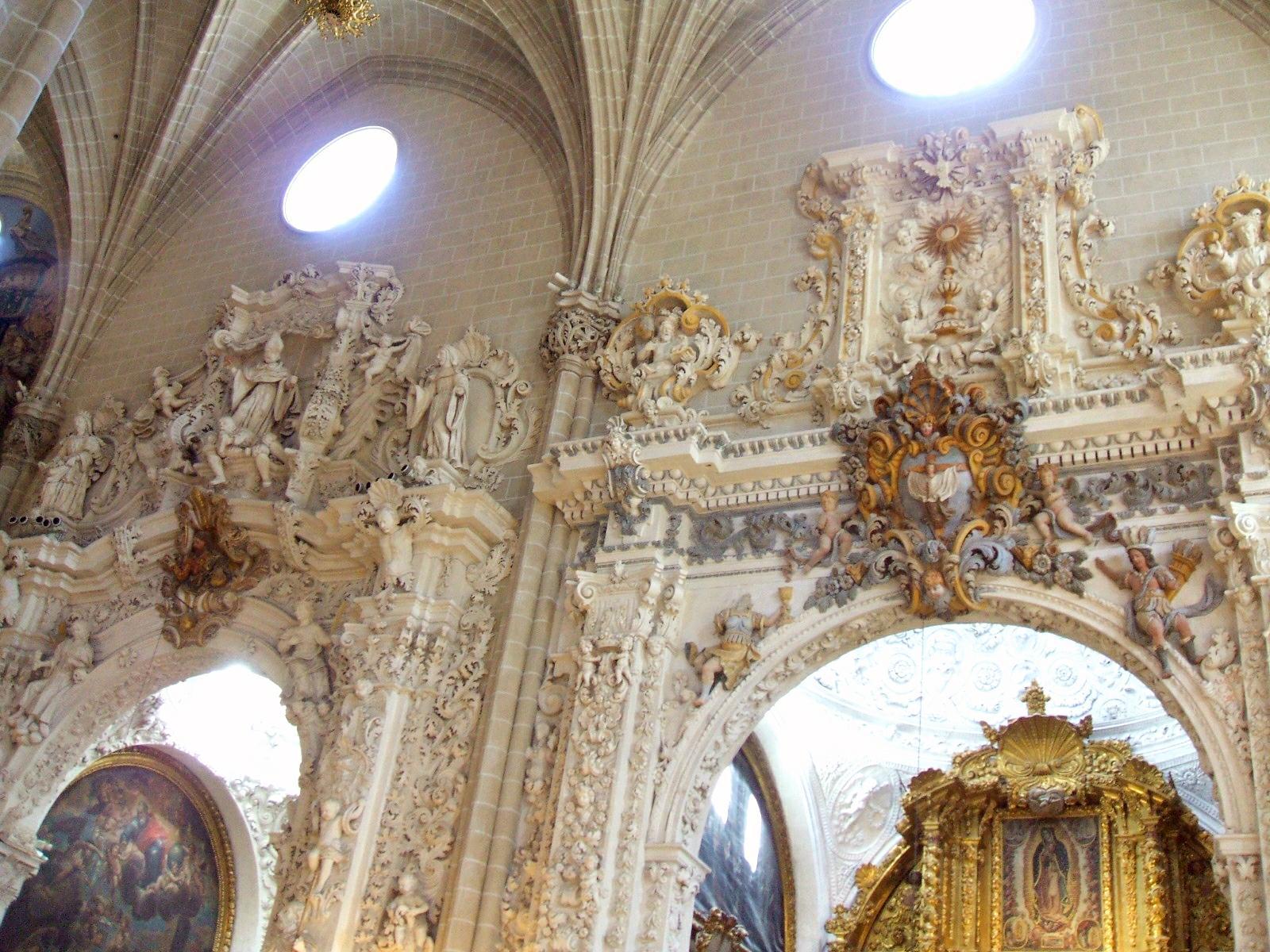 File:Zaragoza - La Seo 28 - Capillas de San Agustin y Santo Dominguito de Val...