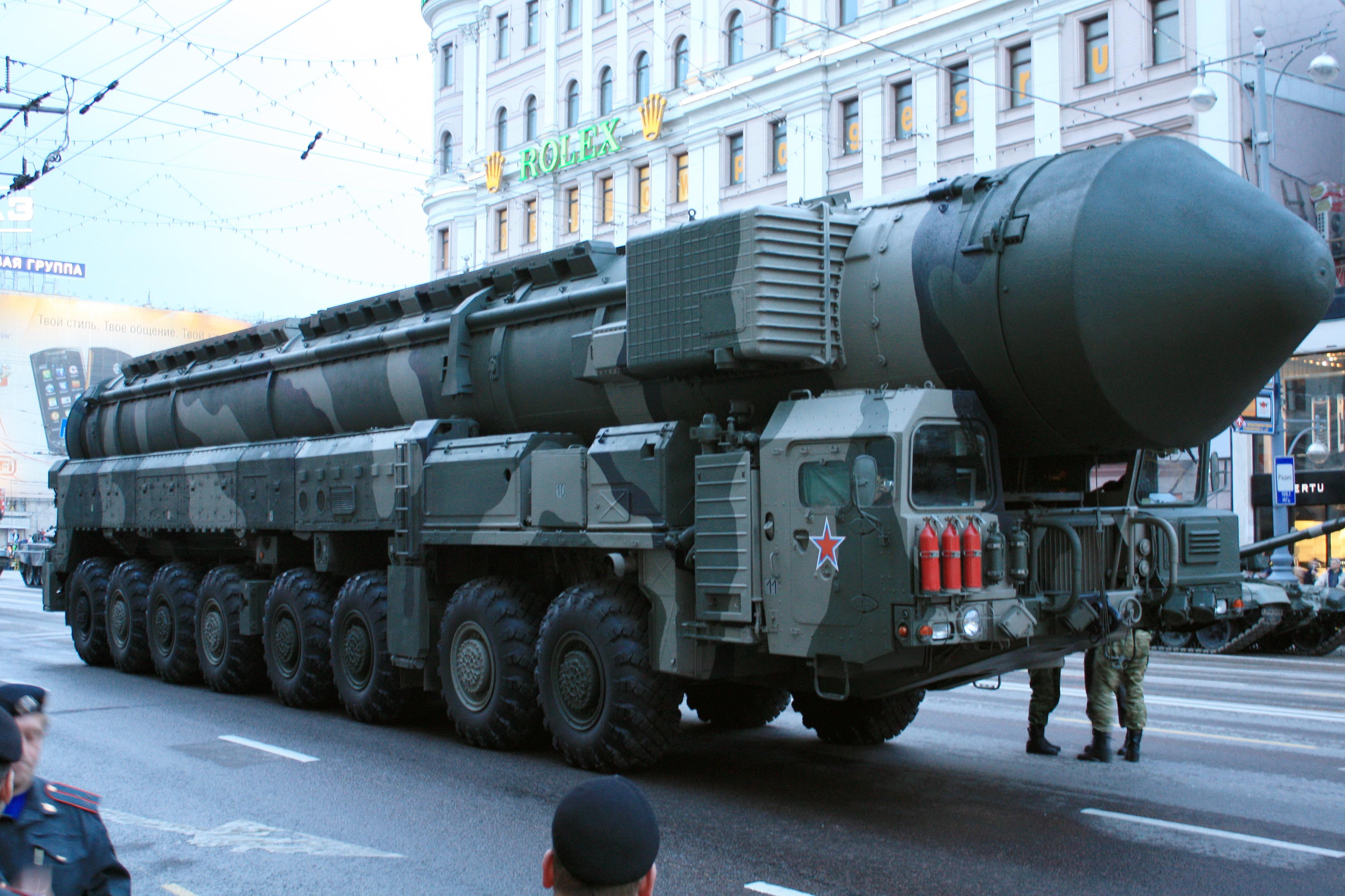 Camión lanzador del ICBM ruso Tópol-M.